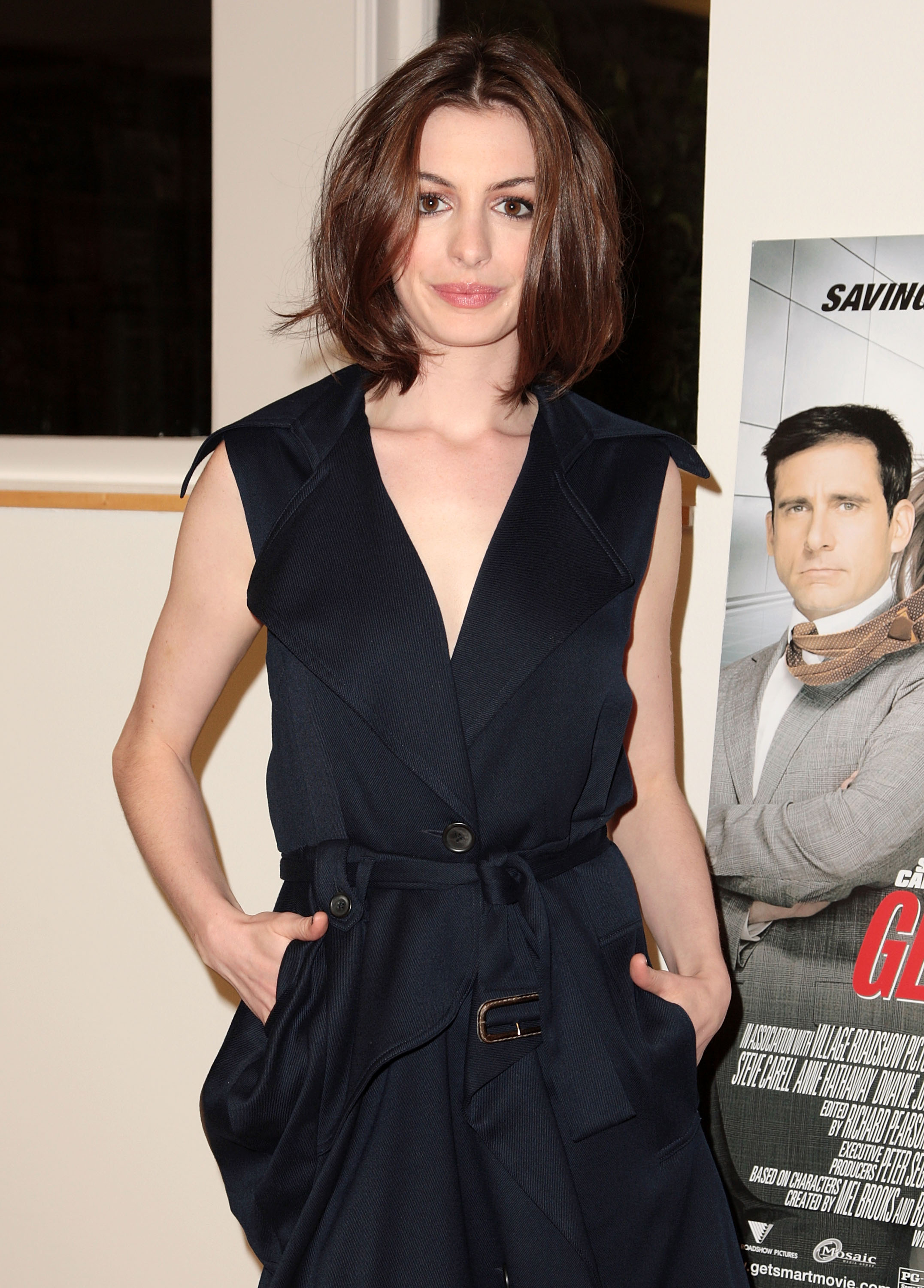 59026_anne_hathaway_meet_the_actors_apple_store-NY_june182008_02_122_240lo.jpg