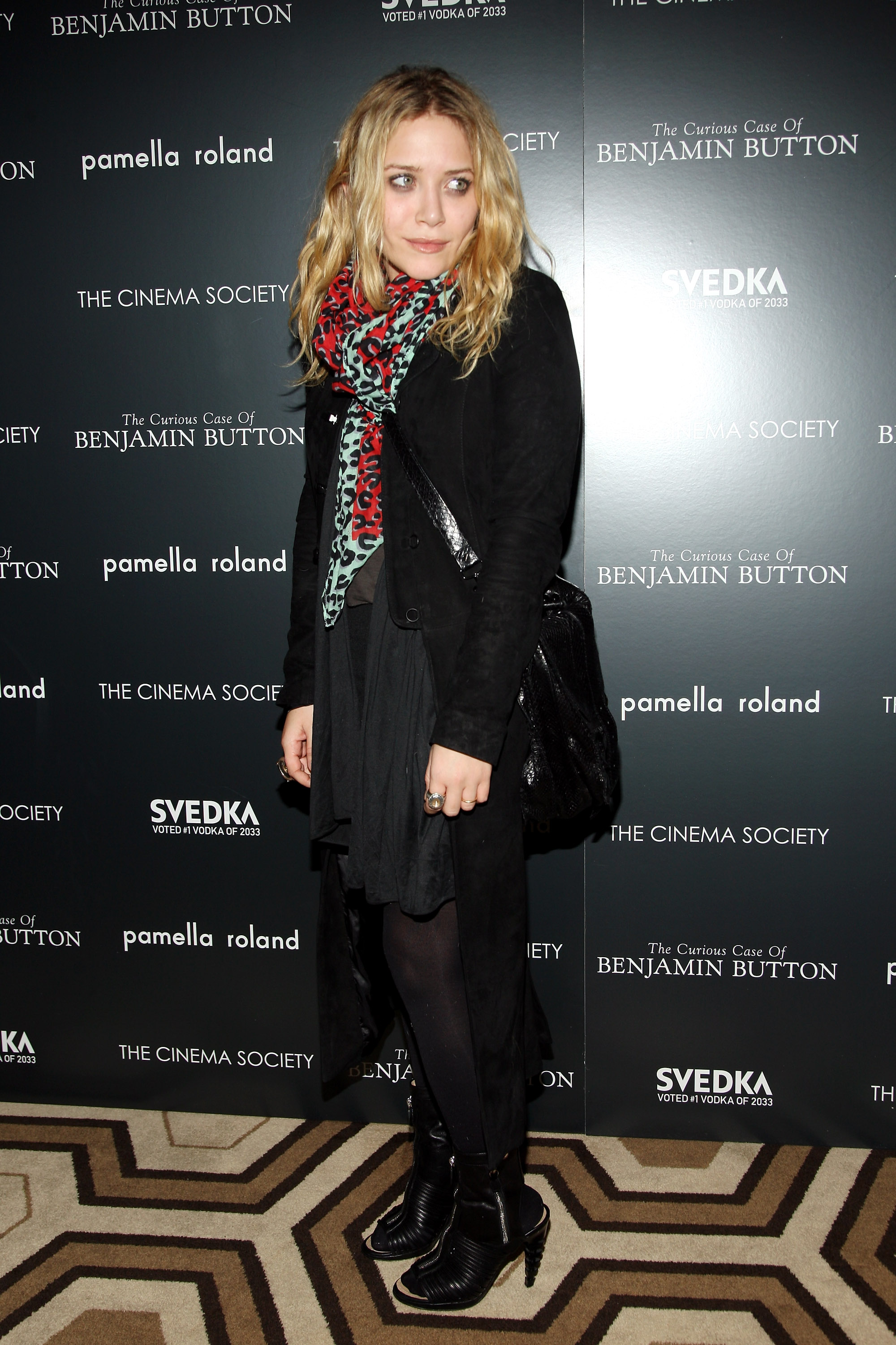59292_Mary-Kate_Olsen_2008-12-11_-__Screening_of_The_Curious_Case_of_Benjamin_Button_830_122_100lo.jpg