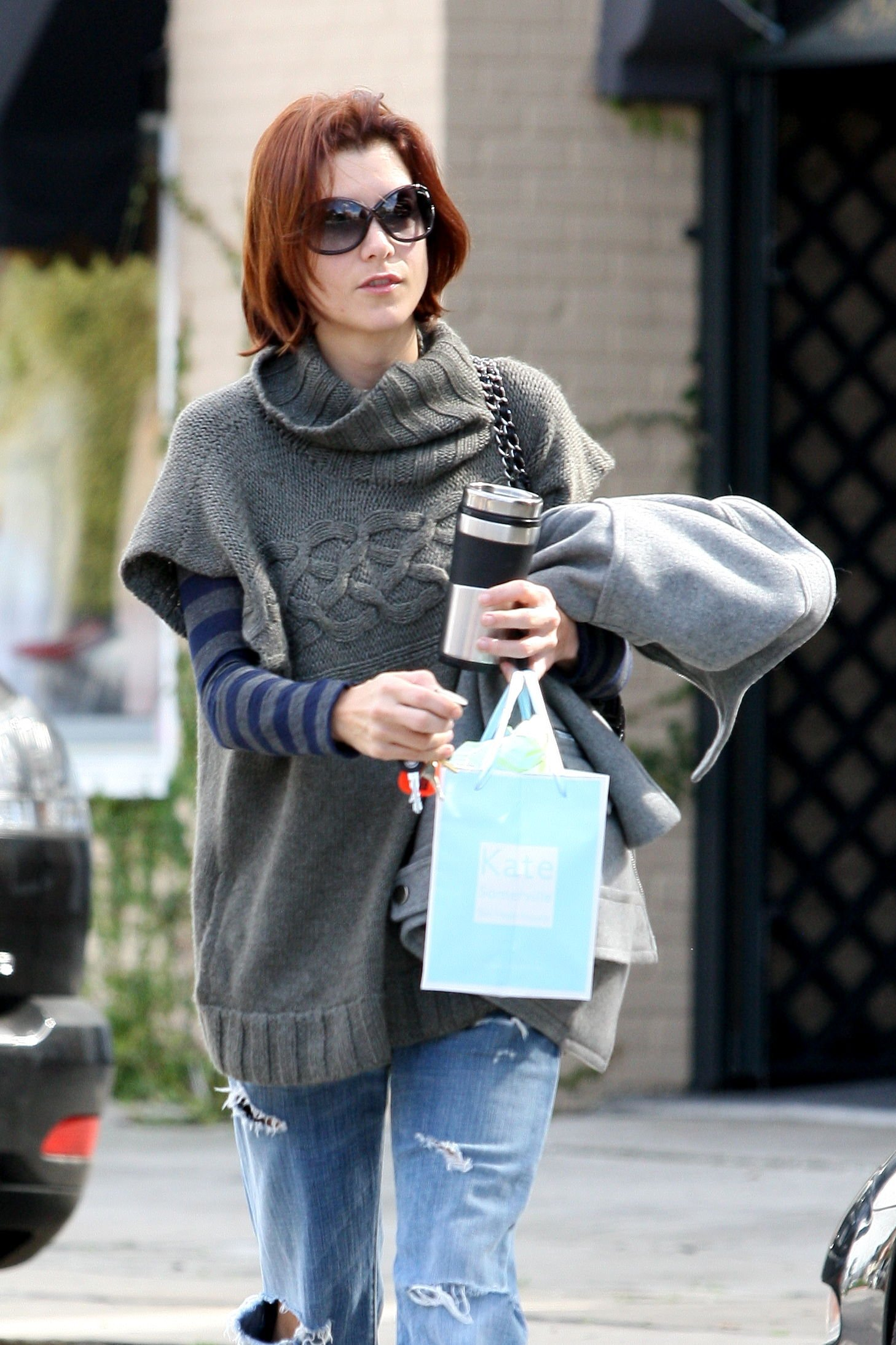 14642_Celebutopia-Kate_Walsh_with_ripped_jeans_in_Hollywood-08_122_110lo.JPG