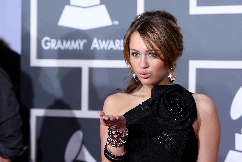 47678_Miley_Cyrus_celebutopia.net_9130_122_5lo.jpg