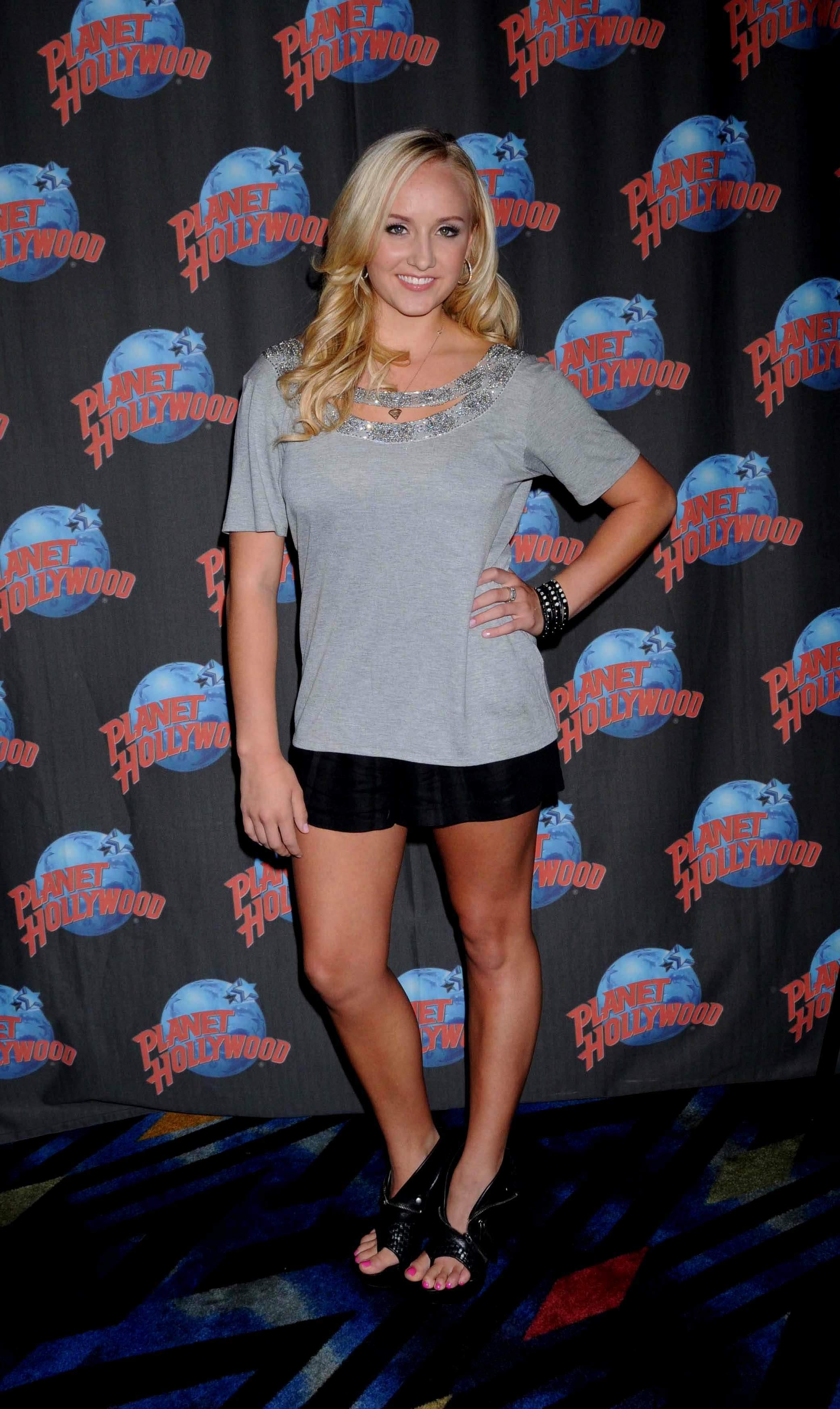 116865381_Nastia_liukin_promotes_Supergirl_clothing_line_at_Planet_Hollywood_1_122_157lo.jpg