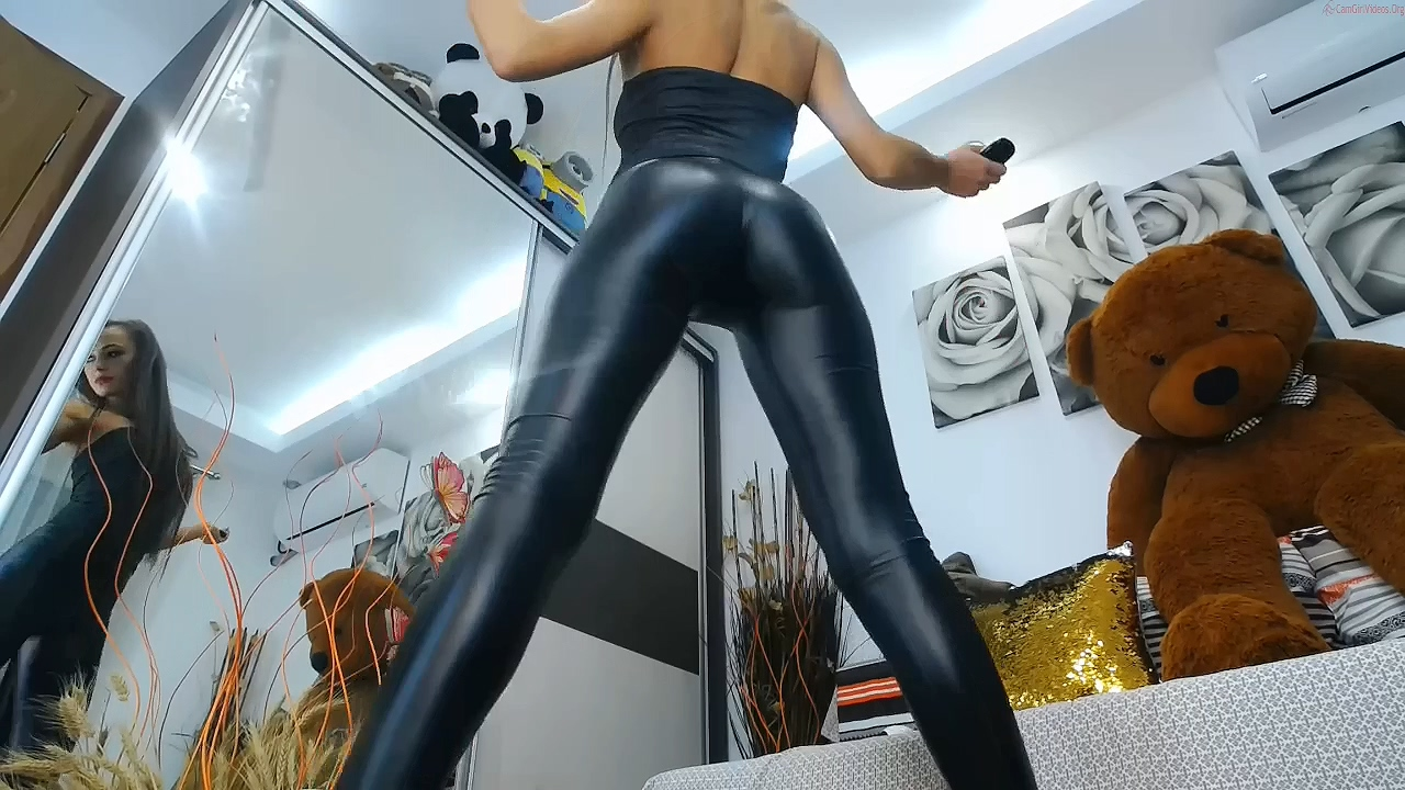 263123332_Niki_in_latex_and_red_heels_720p.mp4_20200315_110030.701_123_175lo.jpg