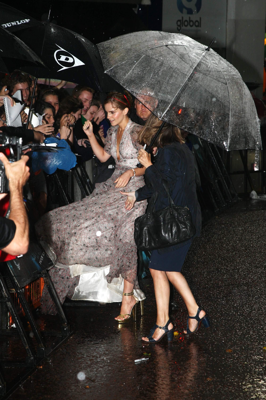 51236_Emma_Watson_HPaTHBP_premiere_in_London04063_122_205lo.jpg