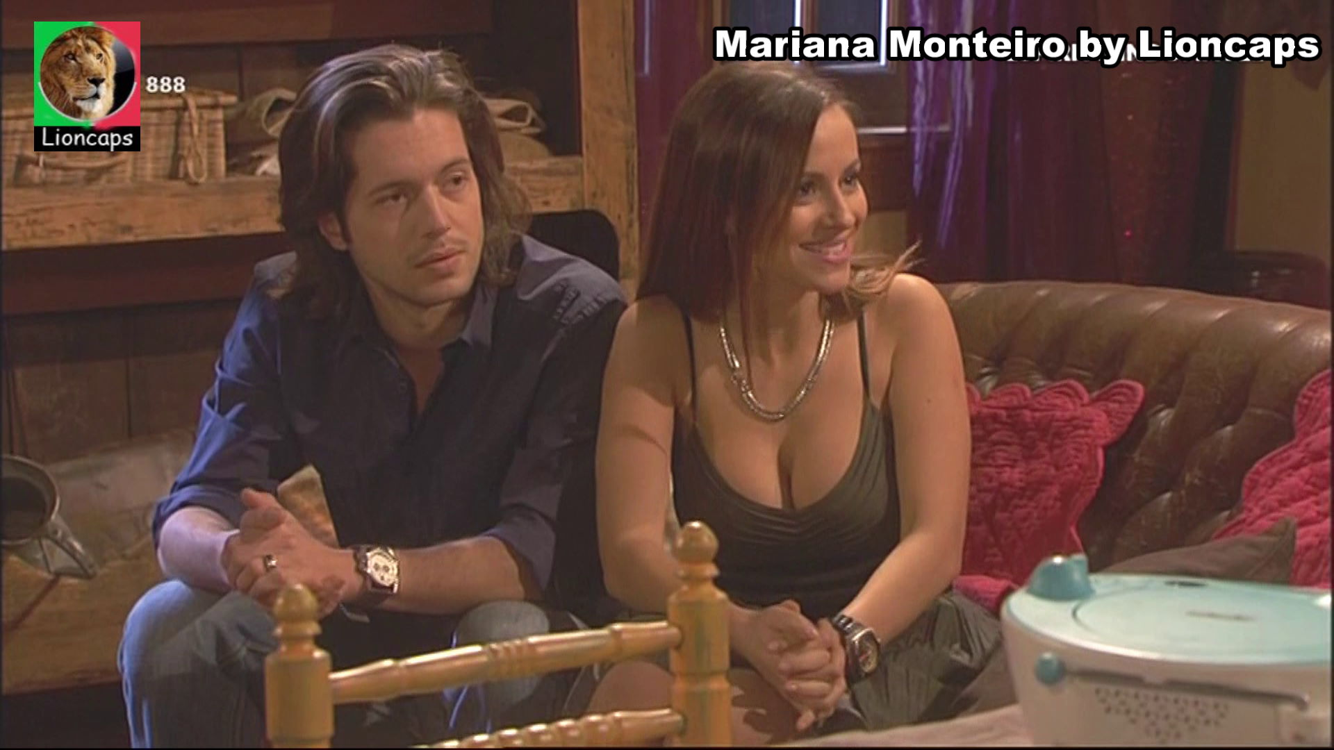 738386141_mariana_monteiro_vs190209_19216_122_524lo.JPG