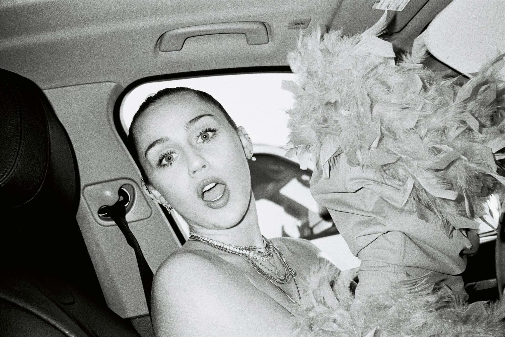 340253353_Miley_Cyrus_in_Bikini_Photoshoot_by_Alice_Moitie_2019_10_122_554lo.jpg
