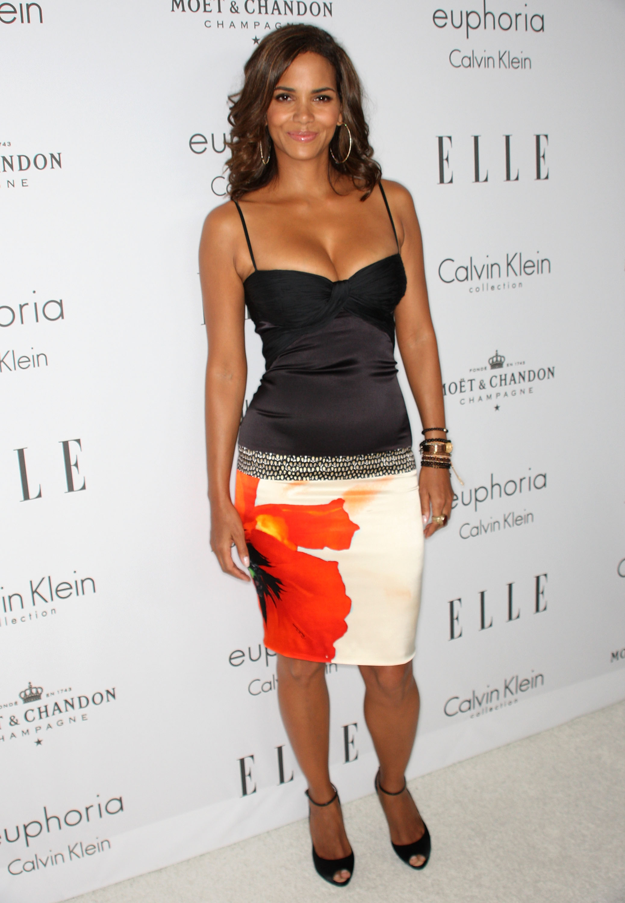 59482_Celebutopia-Halle_Berry-15th_annual_Women_In_Hollywood_Tribute-02_122_584lo.jpg