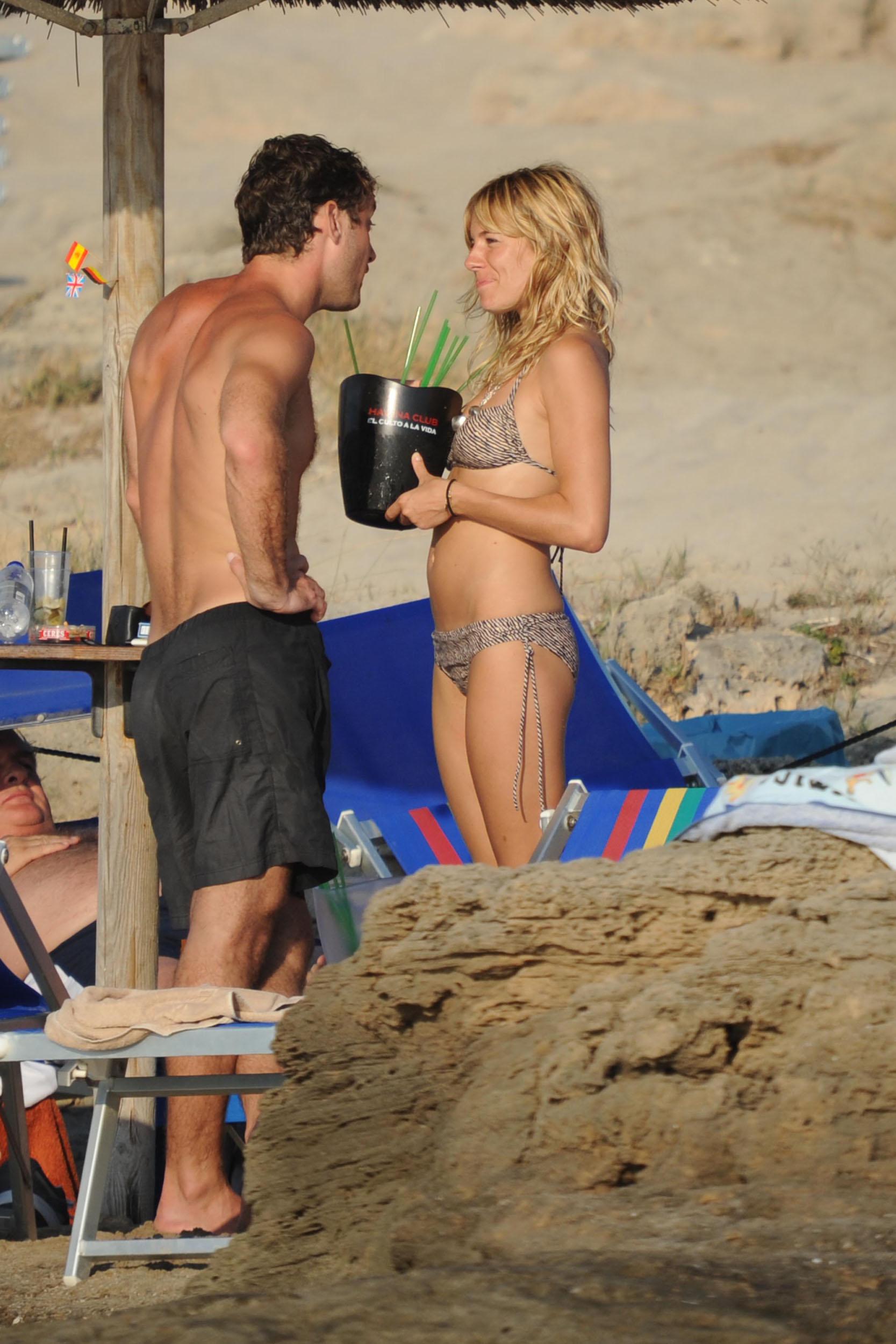 88041_Sienna_Miller_Bikini_Italy_8_122_415lo.jpg