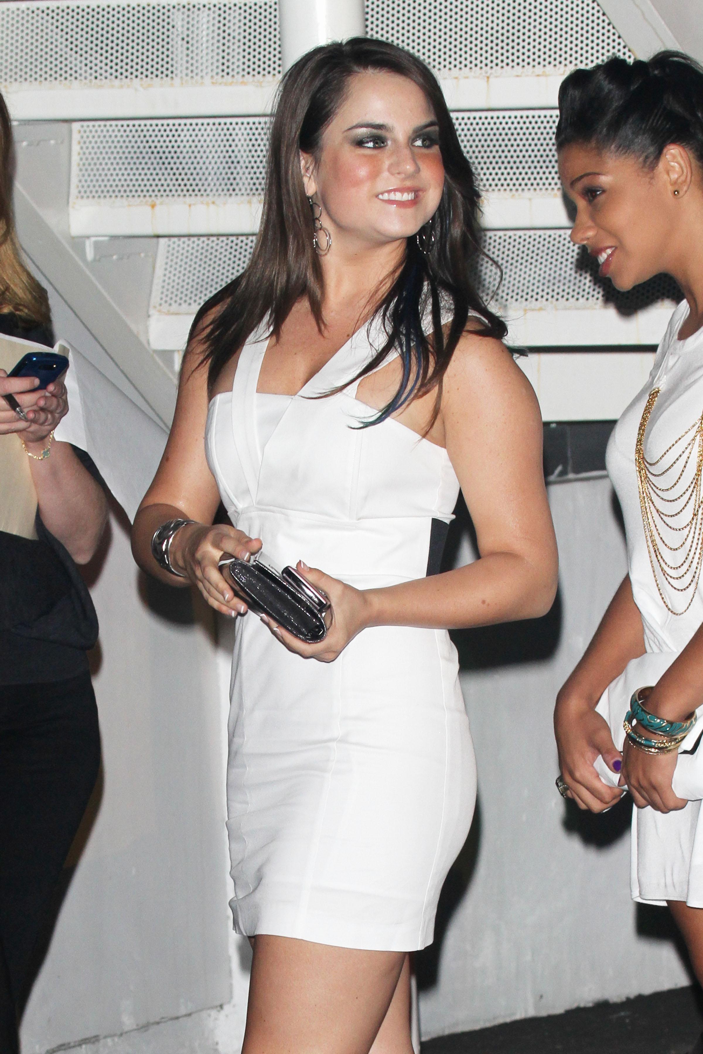 74135_Joanna_JoJo_Levesque_arrives_to_celebrate_Katy_Perrys_25th_birthday_party_122_483lo.jpg