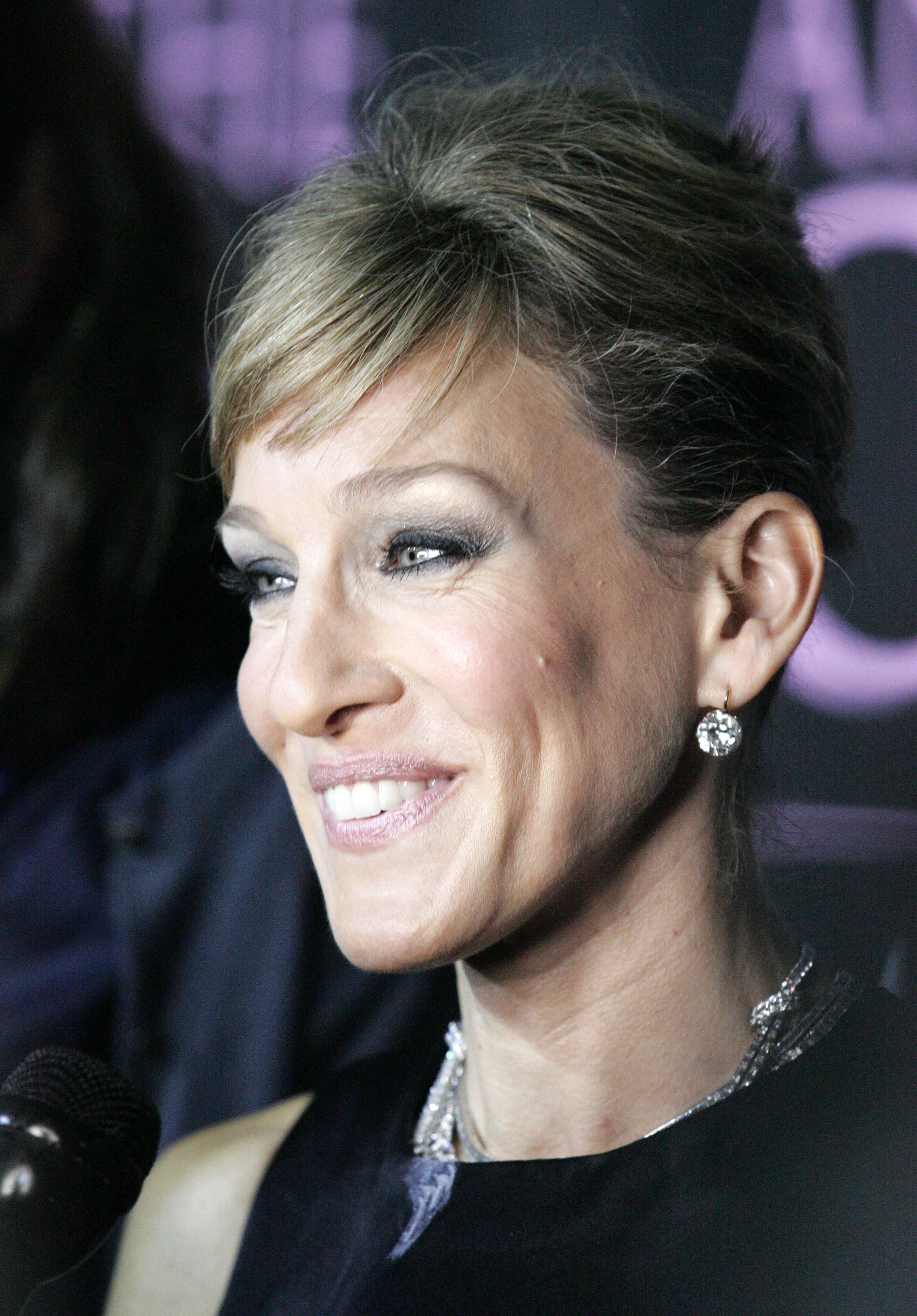 03932_Celebutopia-Sarah_Jessica_Parker-Sex_and_the_City_The_Movie_DVD_launch_in_New_York_City-06_122_123lo.jpg