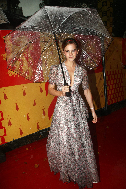 51252_Emma_Watson_HPaTHBP_premiere_in_London04065_122_178lo.jpg