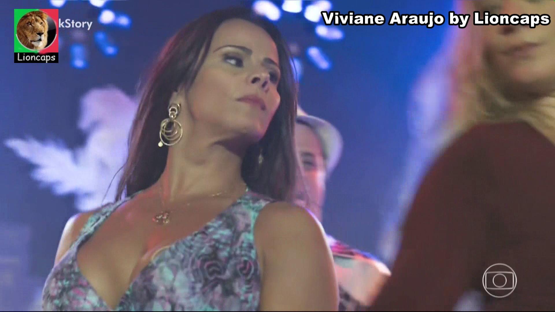 680943489_viviane_araujo_vs181201_15811_122_33lo.JPG