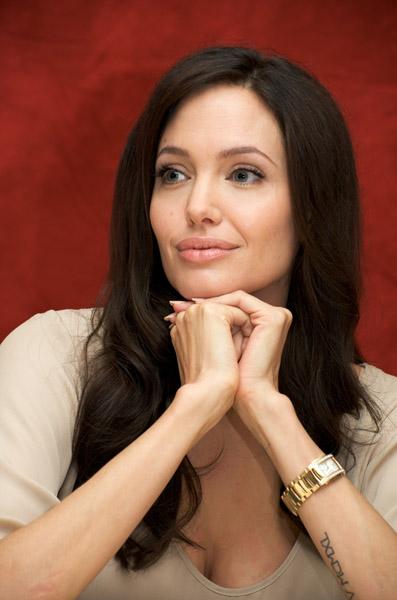 09570_Celebutopia-Angelina_Jolie-Vera_Anderson_portraits_session-24_122_388lo.jpg