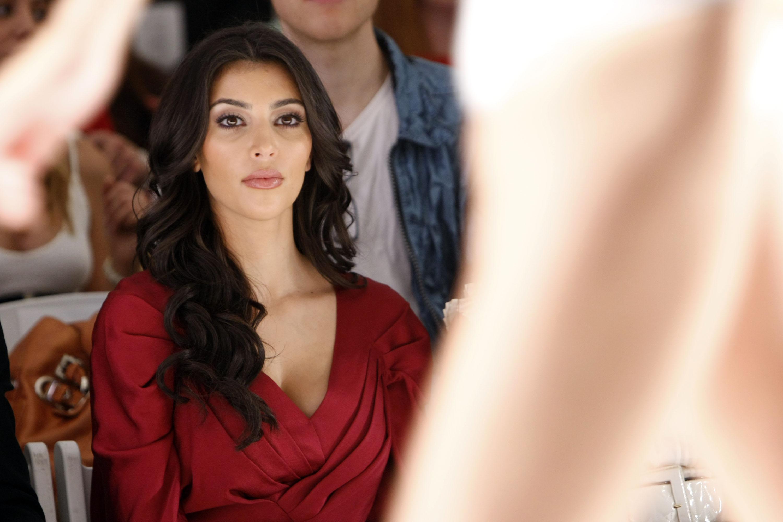 24853_Celebutopia-Kim_Kardashian-D4Amore_By_Marceau_Spring_2009_fashion_show_Front_Row-01_122_501lo.jpg