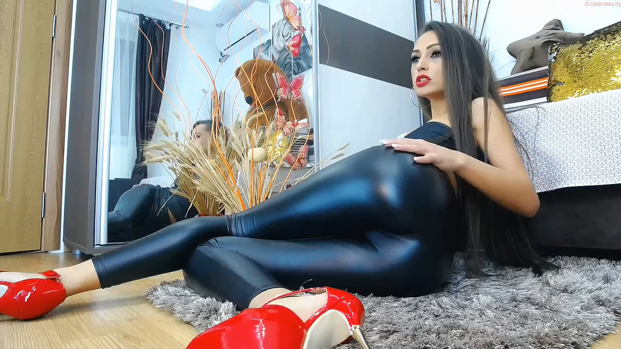 263117207_Niki_in_latex_and_red_heels_720p.mp4_20200315_105834.358_123_508lo.jpg