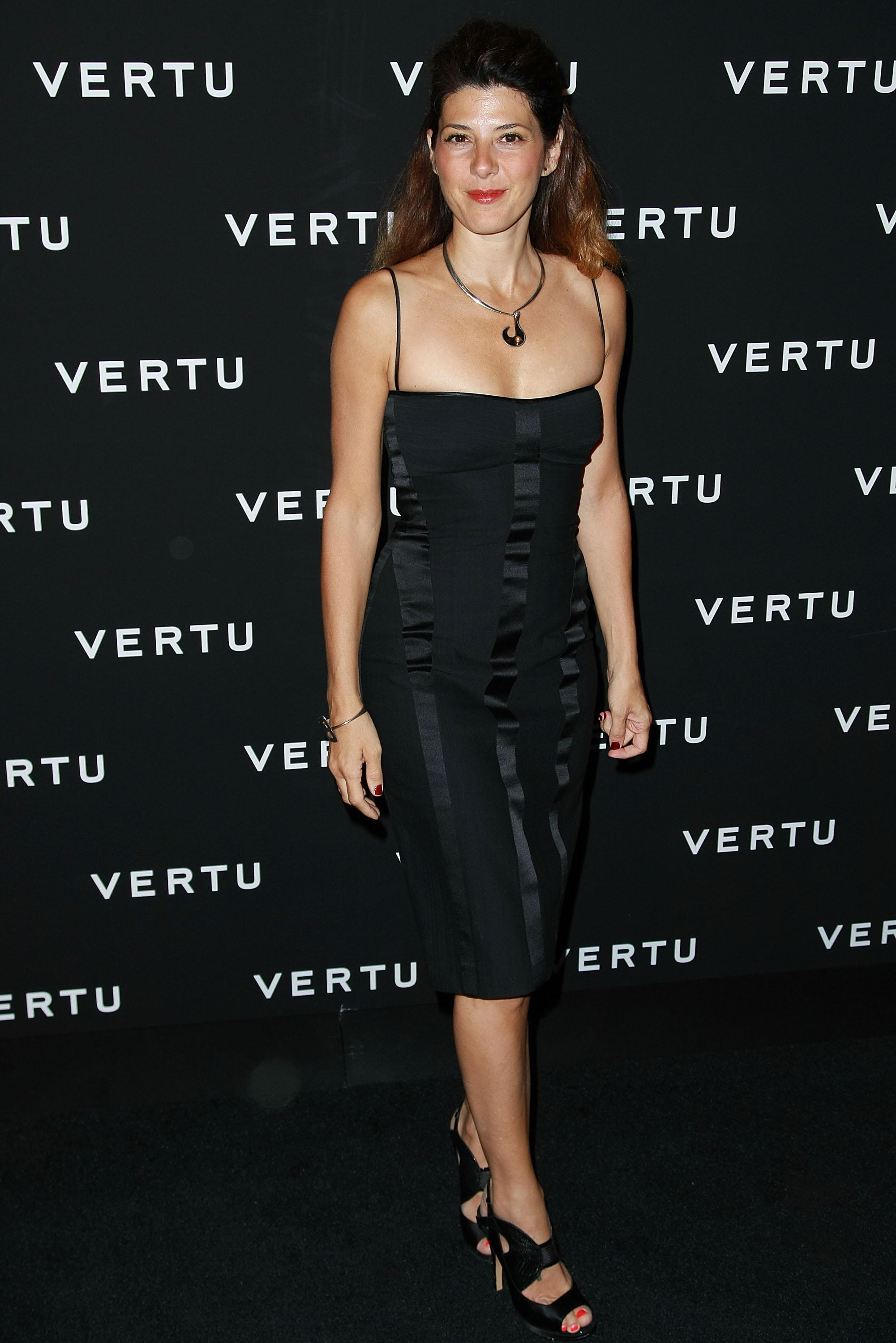 17697_Celebutopia-Marisa_Tomei-U.S._launch_of_Vertu16s_Signature_phone-02_122_172lo.jpg