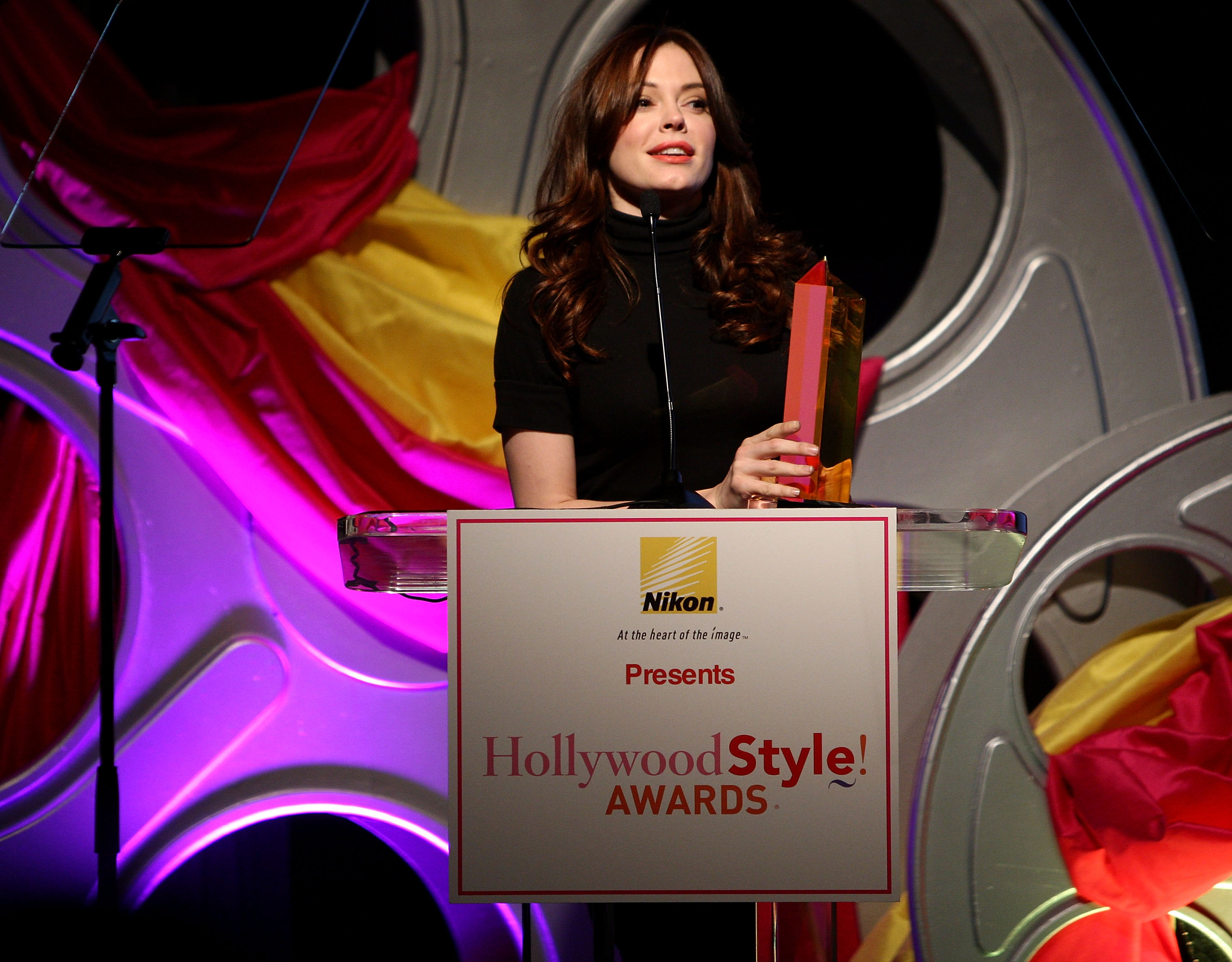 95597_Celebutopia-Rose_McGowan-Hollywood_Life19s_5th_annual_Hollywood_Style_Awards-04_122_582lo.jpg