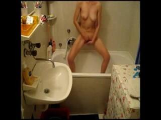532166599_kinkysisterfingeringinbathroom.Hiddencam.mp4_snapshot_00.51_2016.11.19_12.03.09_123_525lo.jpg