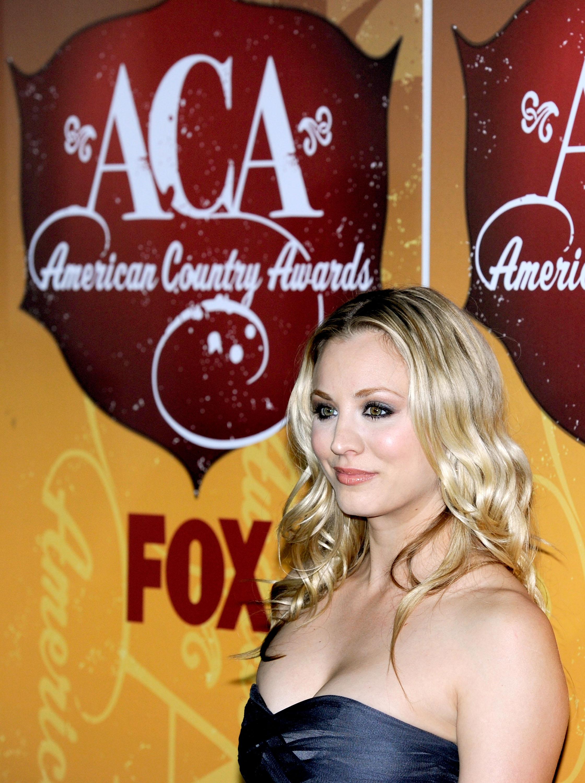 24113_Kaley_Cuoco_at_American_Country_Awards1_122_589lo.jpg