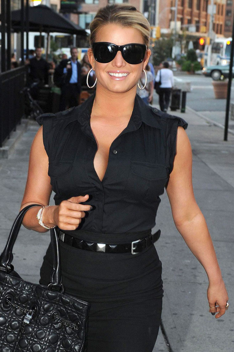 84027_jessica_simpson_new_york_2_122_157lo.jpg