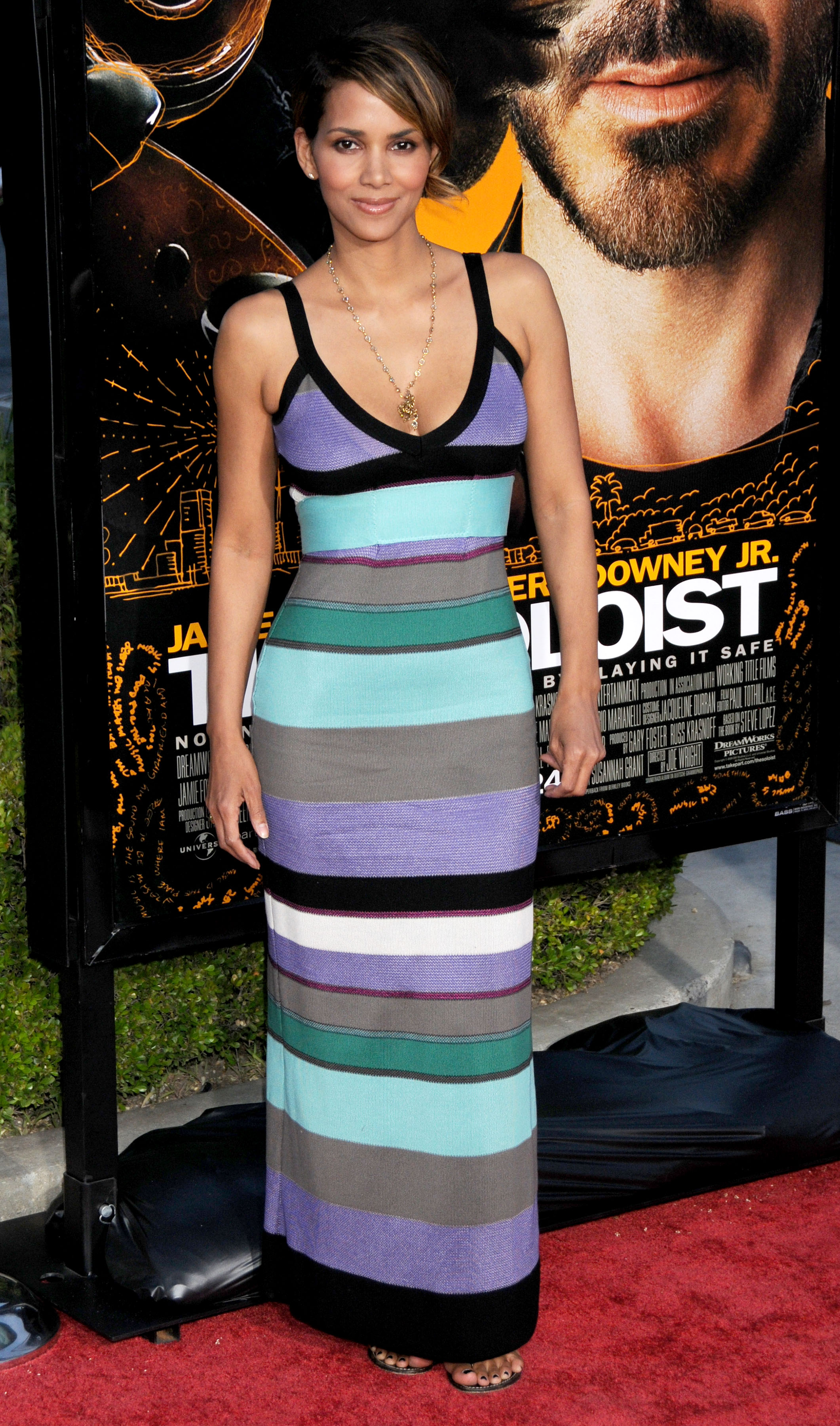 64694_Halle_Berry_The_Soloist_premiere_in_Los_Angeles_31_122_237lo.jpg