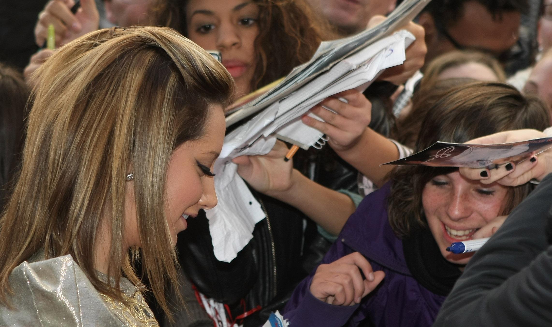 28574_Celebutopia-Ashley_Tisdale-High_School_Musical_3_Senior_Year_German_premiere_in_Munich-03_122_33lo.jpg