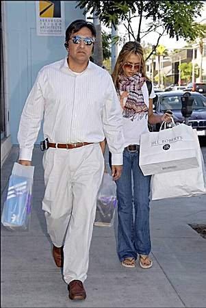 62197_01.10.2007_-_Jessica_und_ihr_Vater_unterwegs_in_L.A._002_122_1000lo.jpg