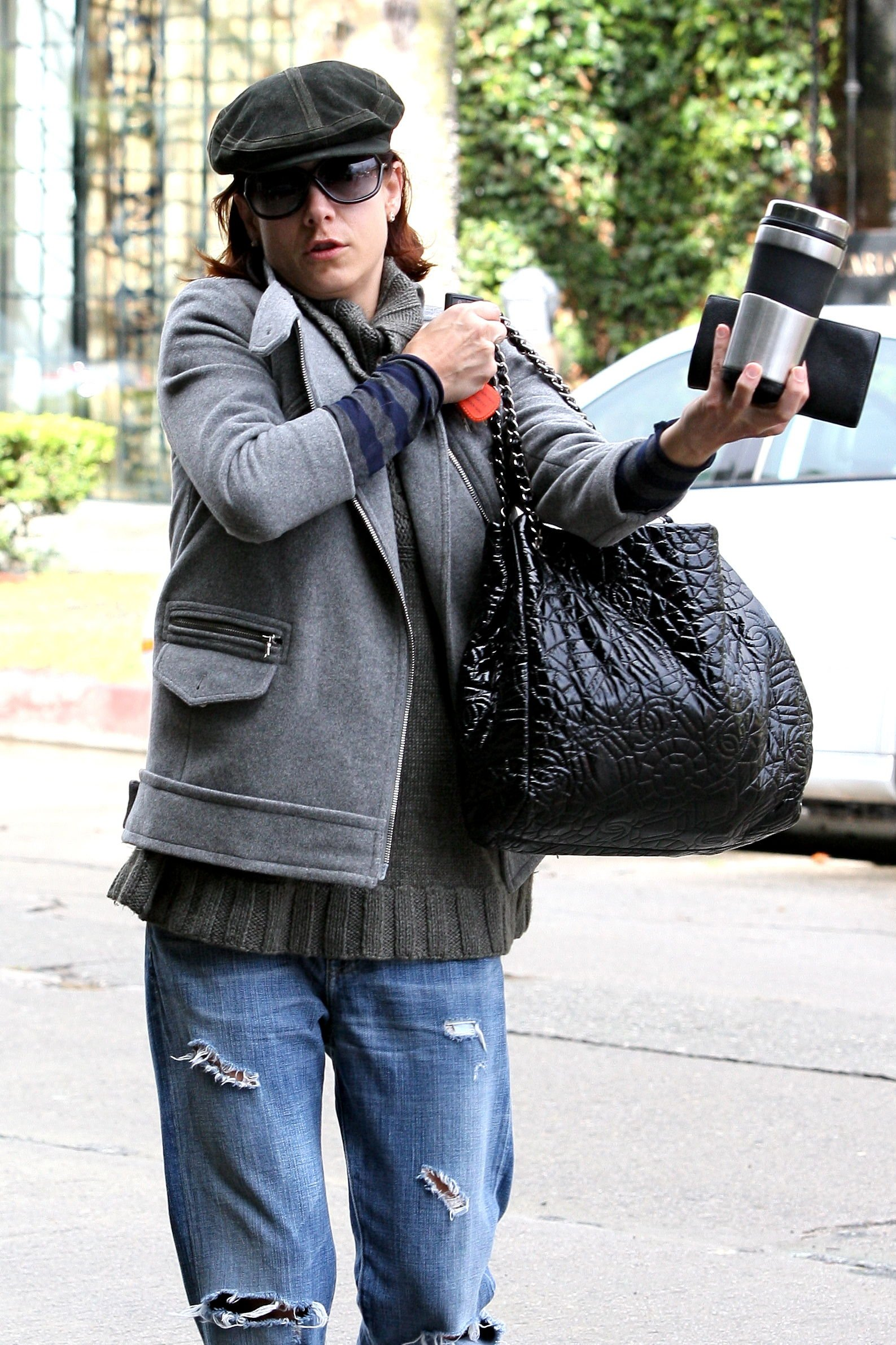 14837_Celebutopia-Kate_Walsh_with_ripped_jeans_in_Hollywood-26_122_1030lo.JPG