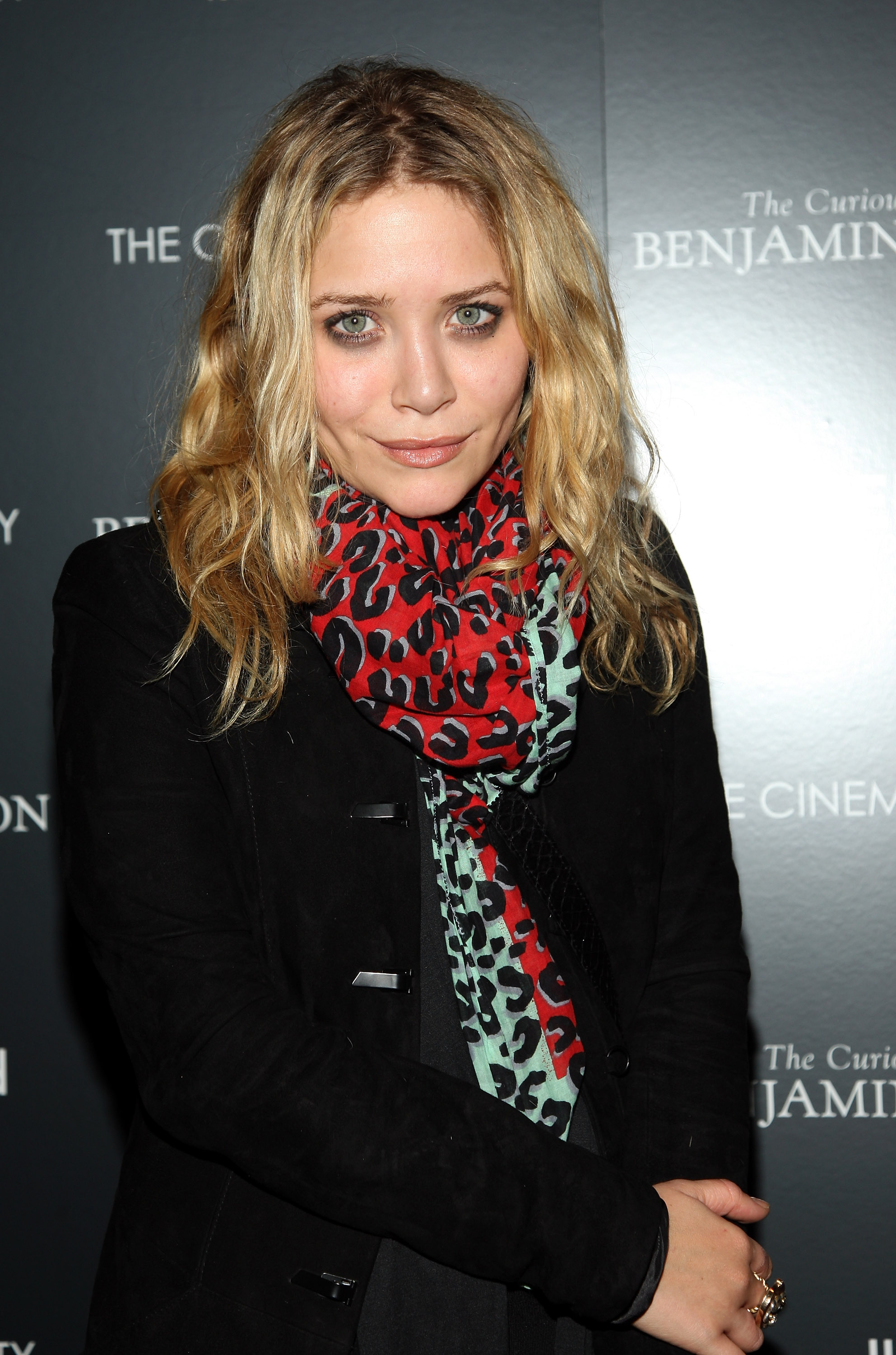 59284_Mary-Kate_Olsen_2008-12-11_-__Screening_of_The_Curious_Case_of_Benjamin_Button_823_122_1042lo.jpg