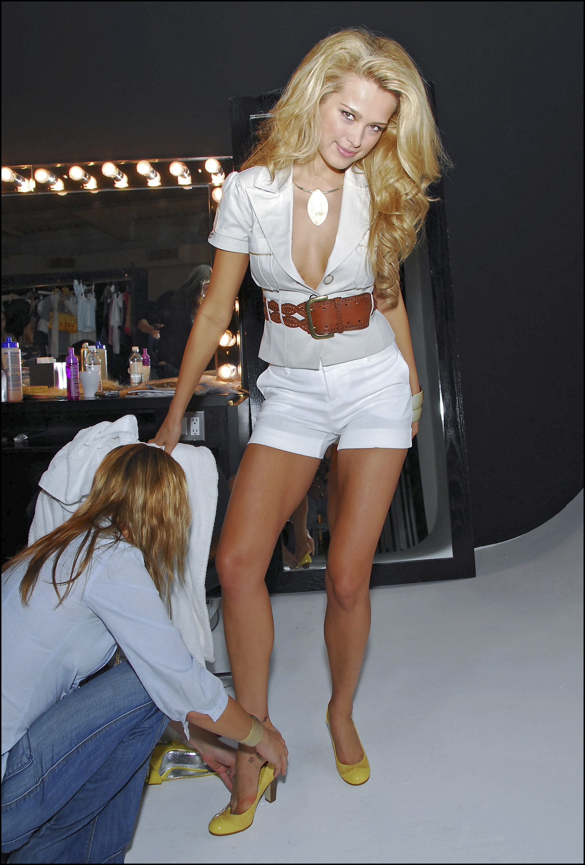 54450_Celebutopia-Petra_Nemcova_behind_the_scenes_on_her_new_photo_shoot_for_the_clothing_company_Rampage-01_122_977lo.jpeg