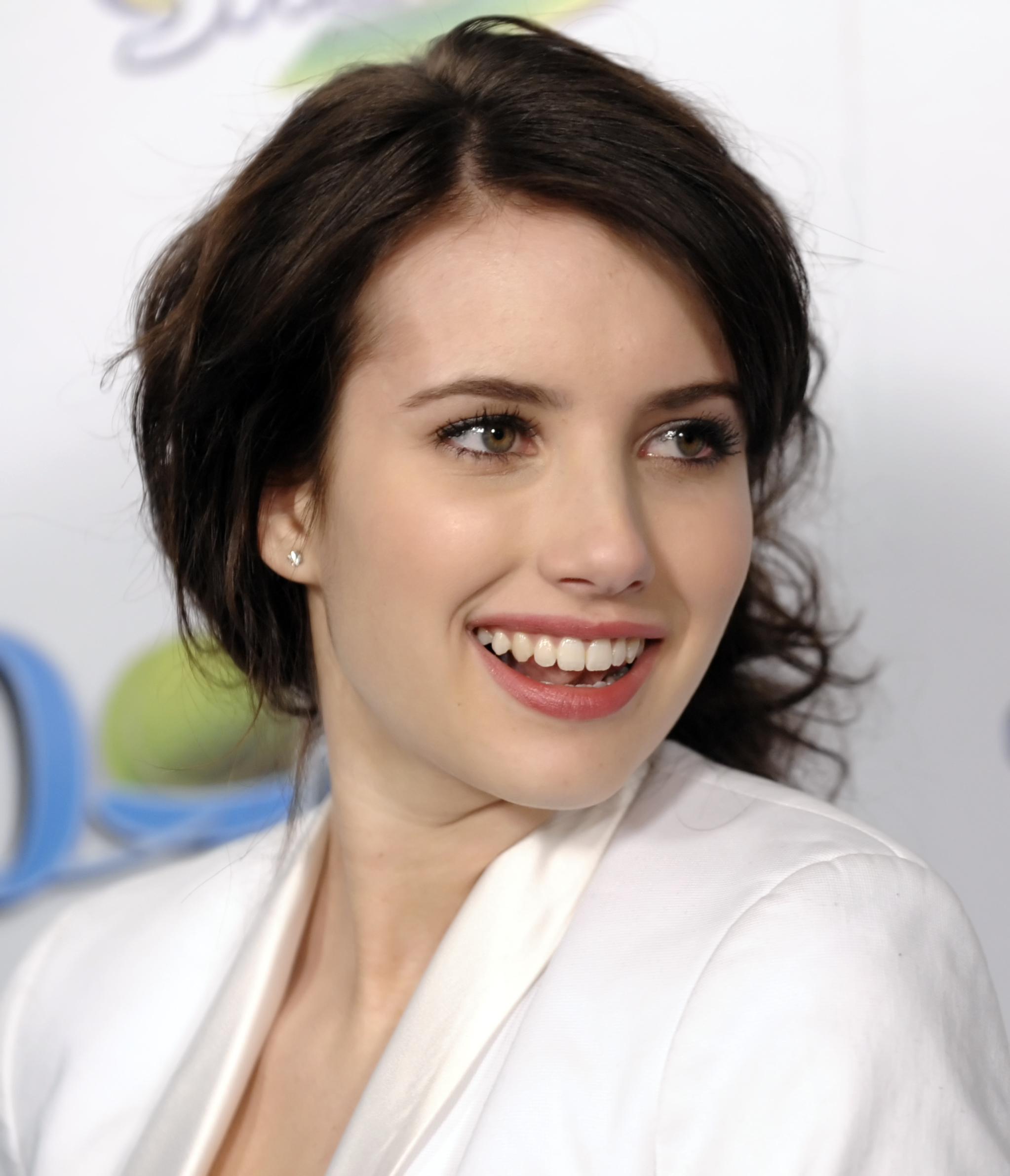 88757_Celebutopia-Emma_Roberts-Hotel_for_Dogs_premiere_in_Los_Angeles-03_122_457lo.jpg