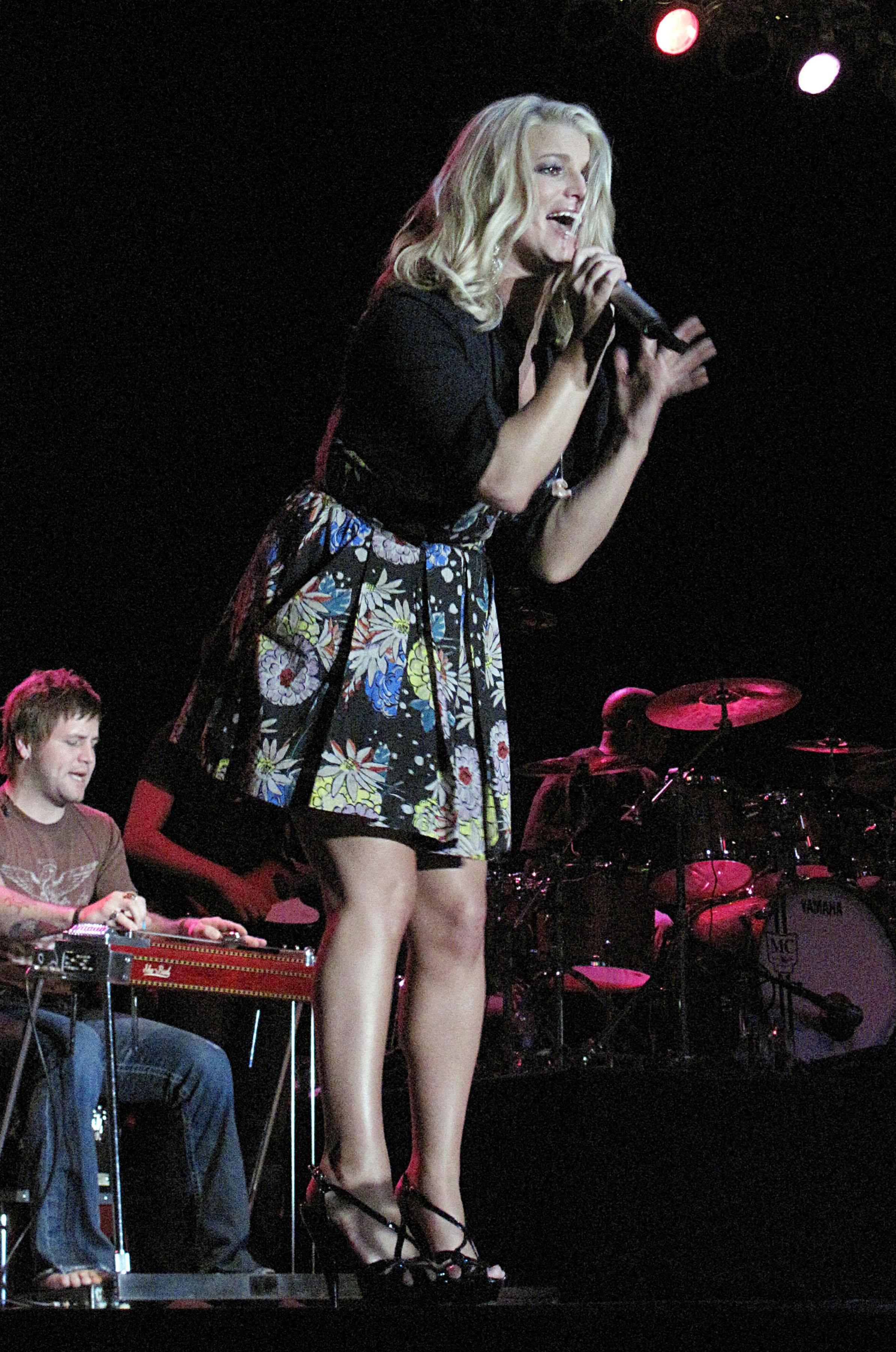 72349_Jessica_Simpson_performs_live_at_the_Dixon_May_Fair_and_Carnival_987_122_157lo.jpg
