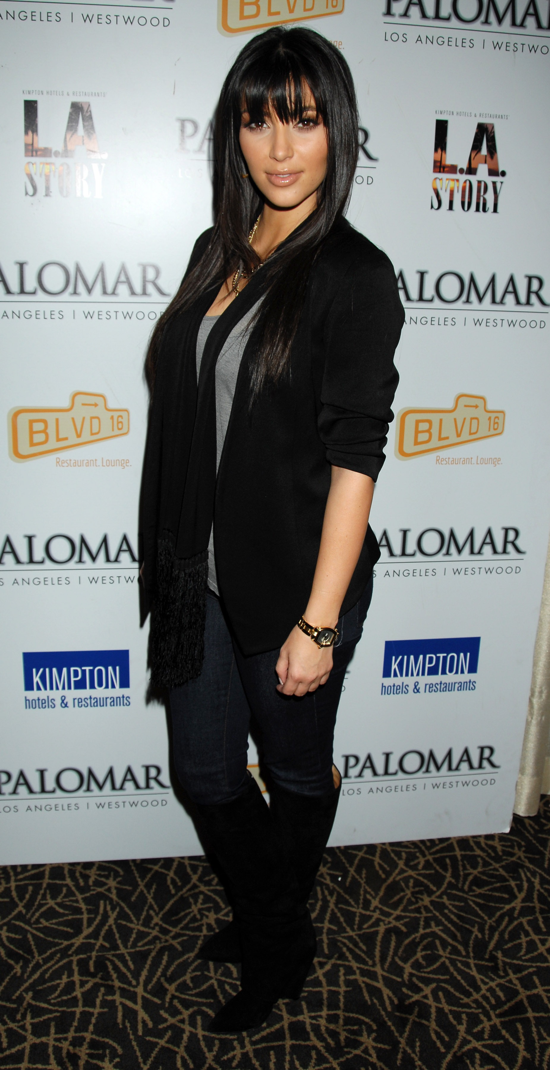 03333_Kim_Kardashian_2008-12-08_-_A_Night_For_Change_benefiting_Alternative_Intervention_Models_in_LA_375_122_2lo.jpg