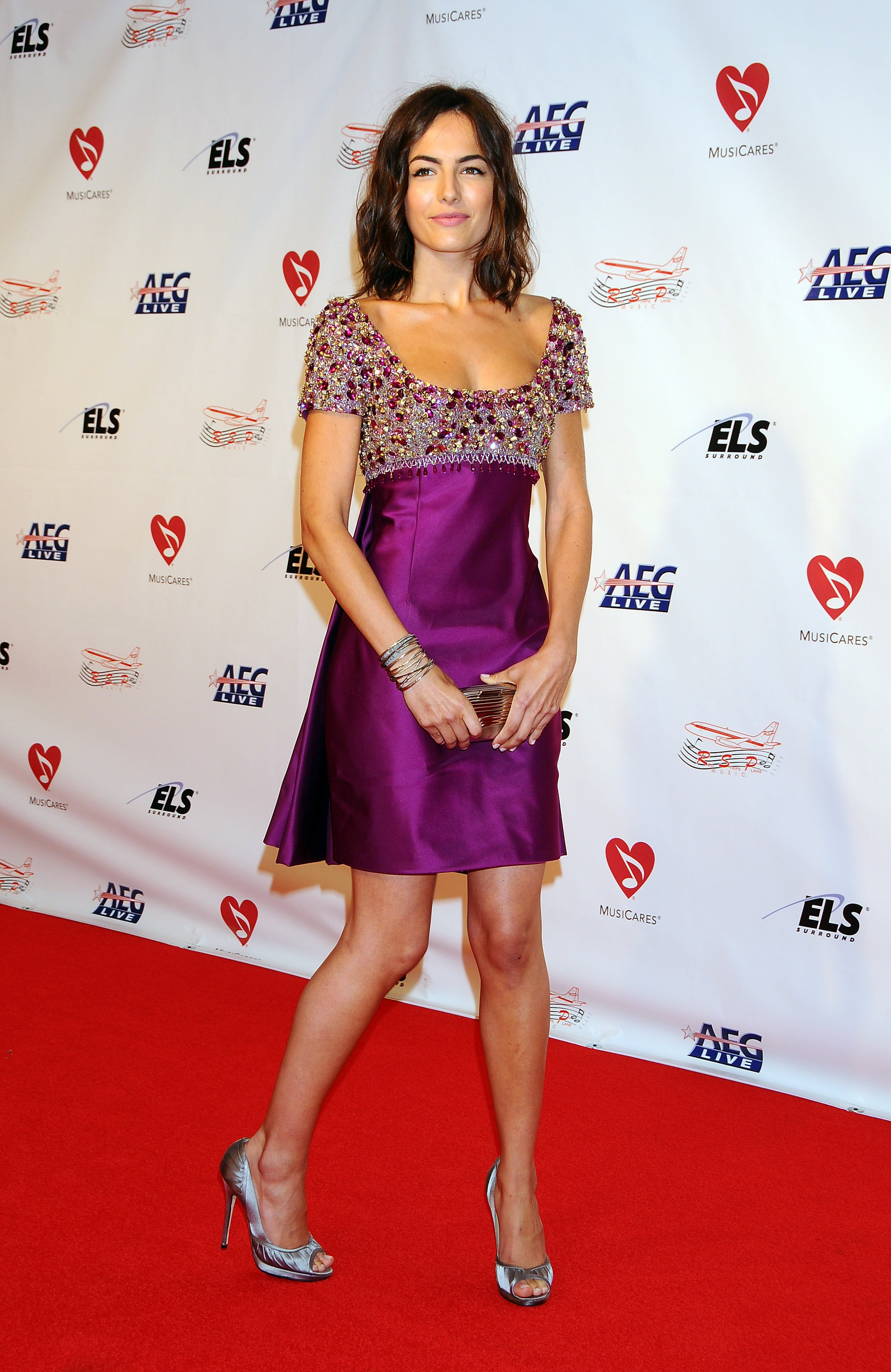 06976_Celebutopia-Camilla_Belle_arrives_at_the_2009_MusiCares_Person_Of_The_Year_Gala-03_122_68lo.JPG