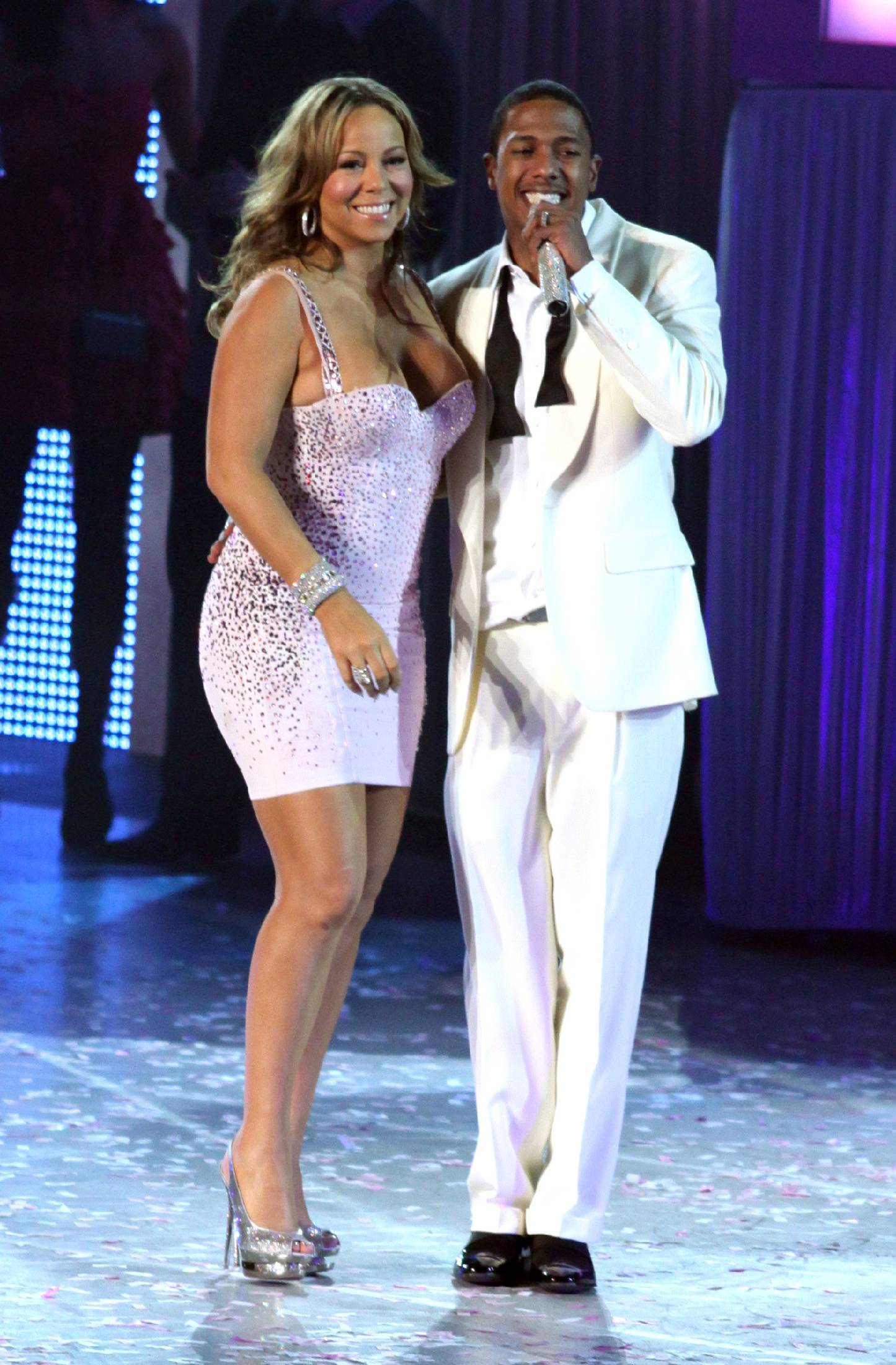 53184_Mariah_Carey_performs_at_Madison_Square_Garden_in_New_York_City-10_122_97lo.jpg