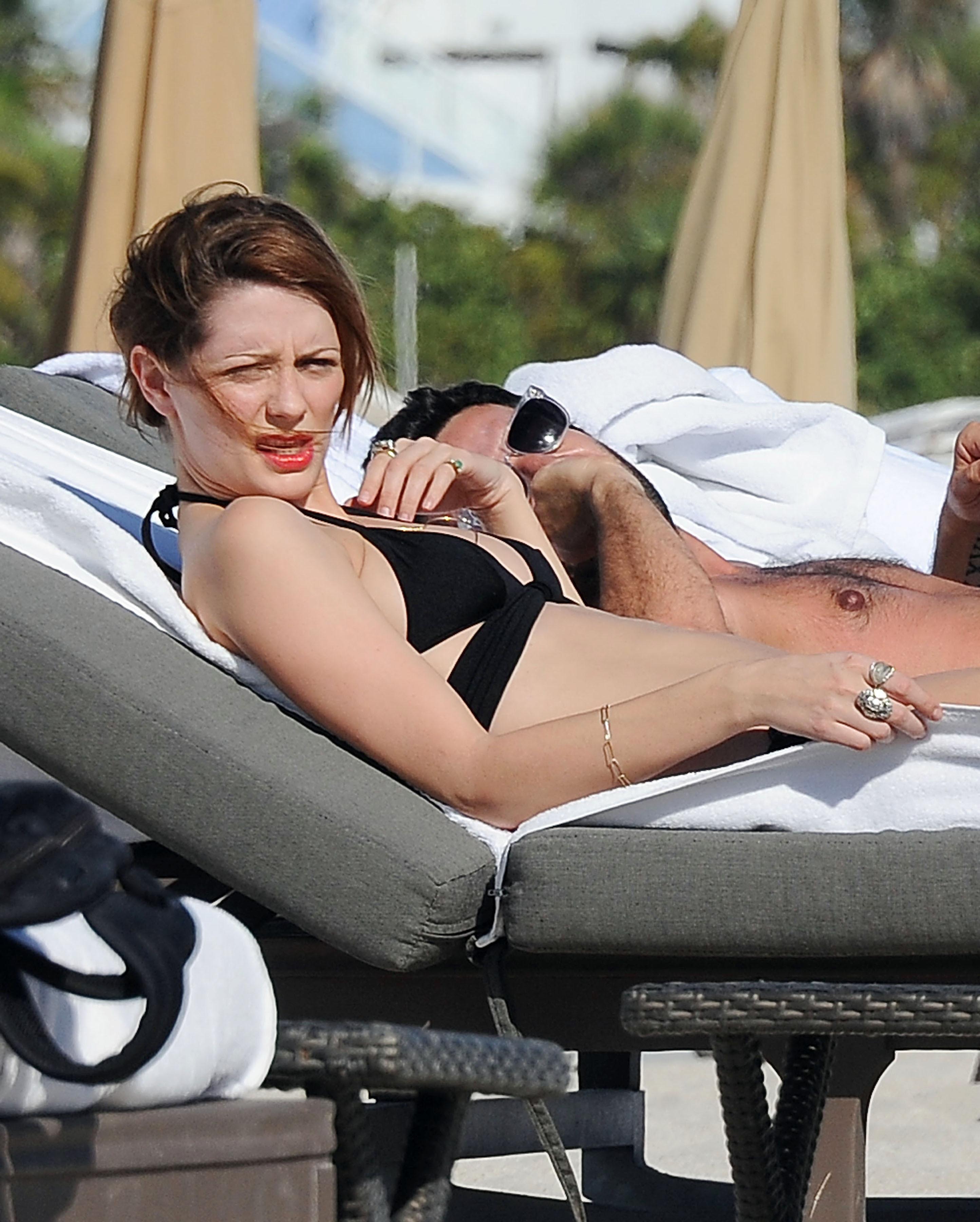 312201136_Mischa_Barton_Bikini_Candids_on_the_Beach_in_Miami_December_27_2011_147_122_363lo.jpg