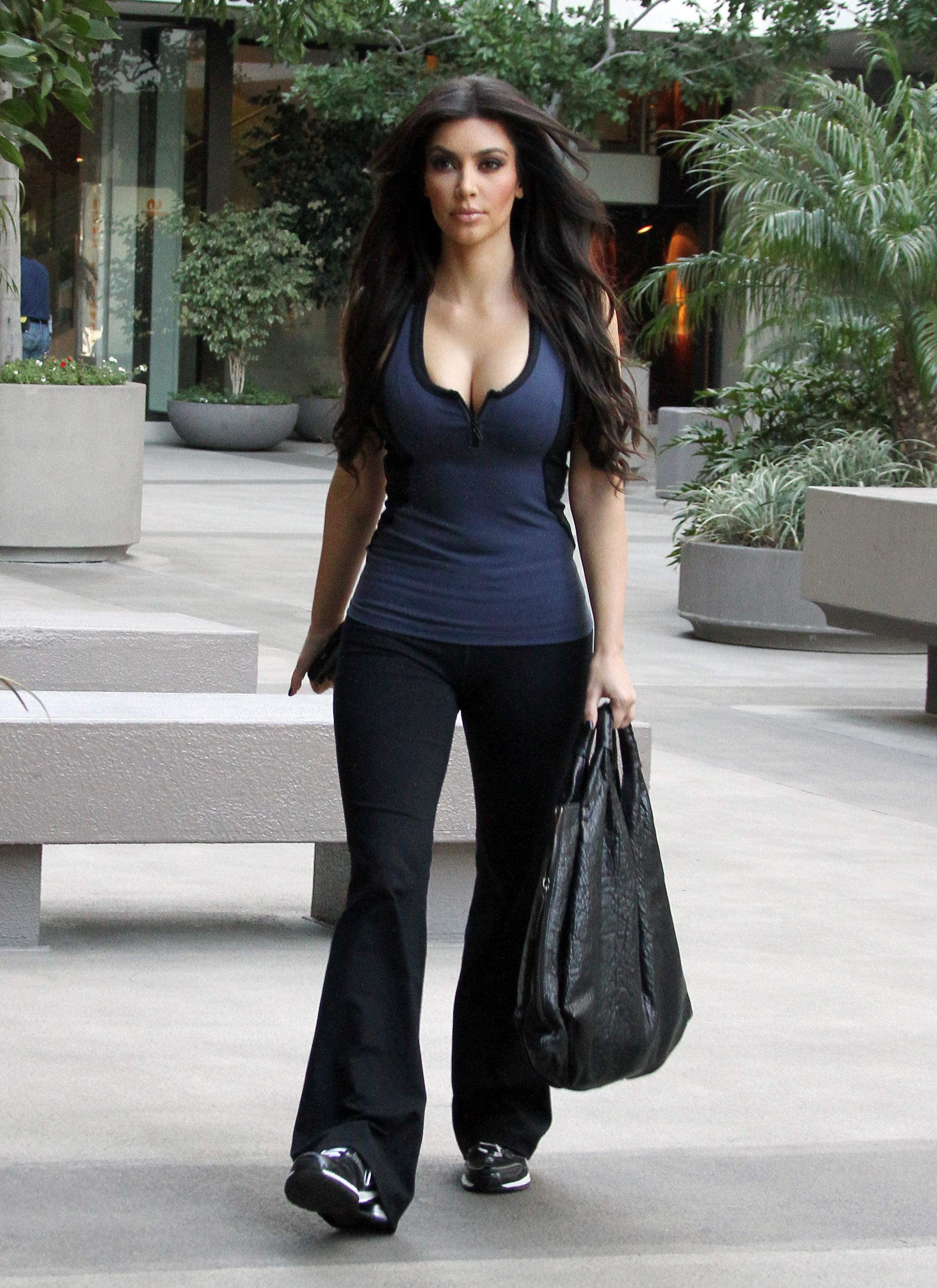 17312__Everly_Kardashian_Ladies_1_122_528lo.jpg