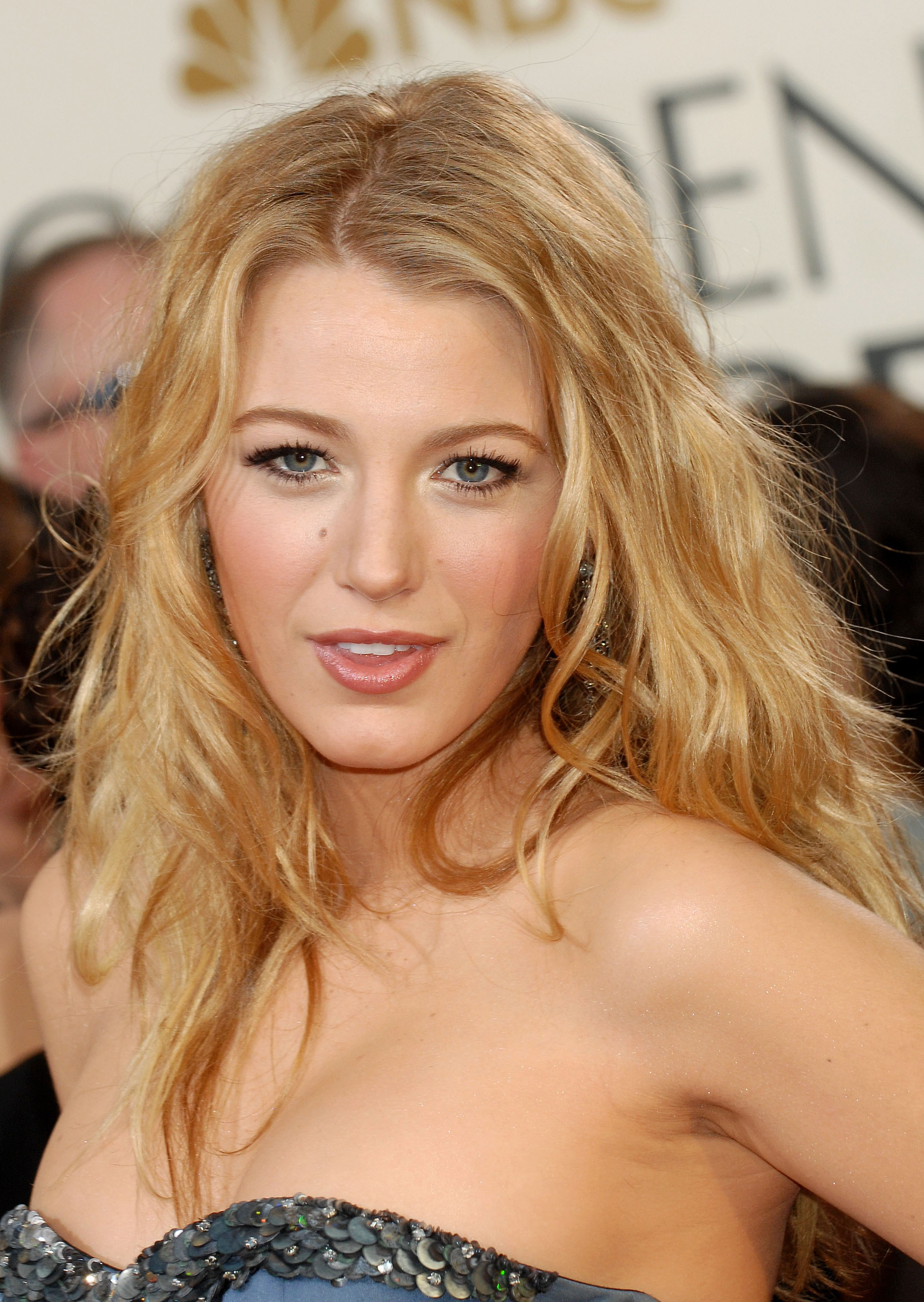 27800_Blake_Lively___66th_Annual_Golden_Globe_Awards_CU_ISA_01_122_134lo.jpg