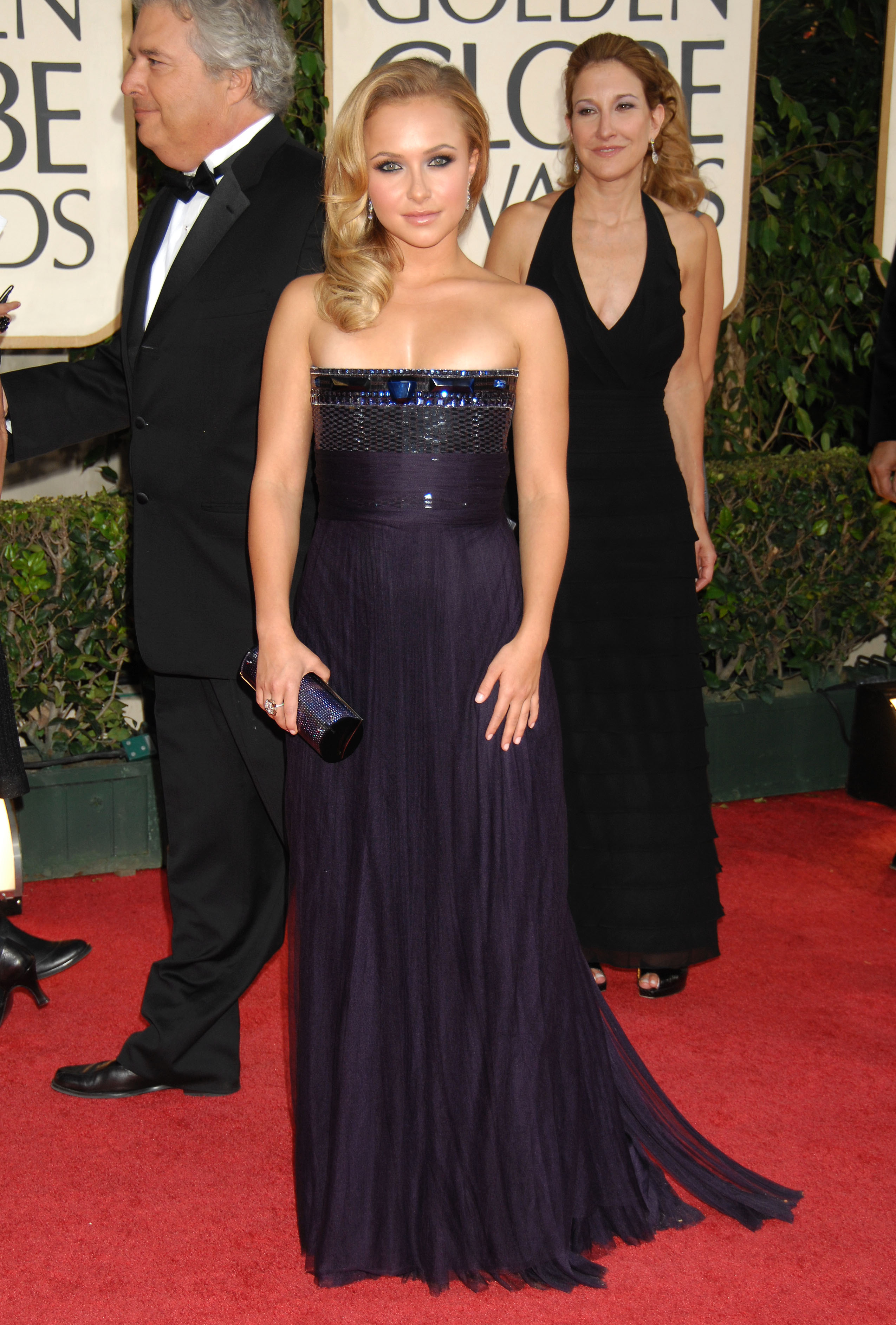 29571_Celebutopia-Hayden_Panettiere_arrives_at_the_66th_Annual_Golden_Globe_Awards-08_122_169lo.jpg