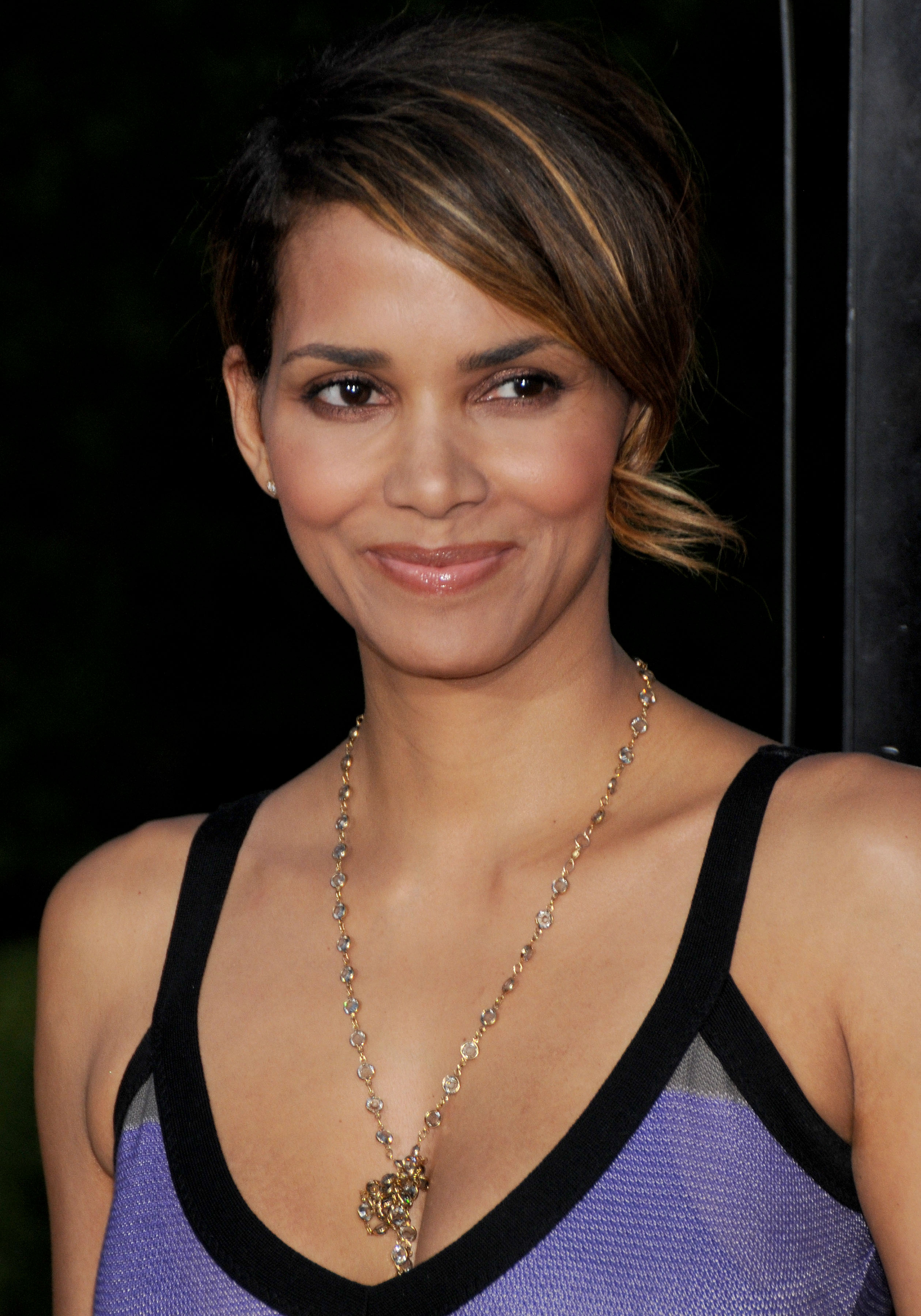 66366_Halle_Berry_The_Soloist_premiere_in_Los_Angeles_80_122_15lo.jpg