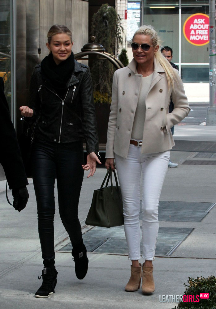 084043386_Yolanda_Foster_in_New_York_2_122_493lo.jpg