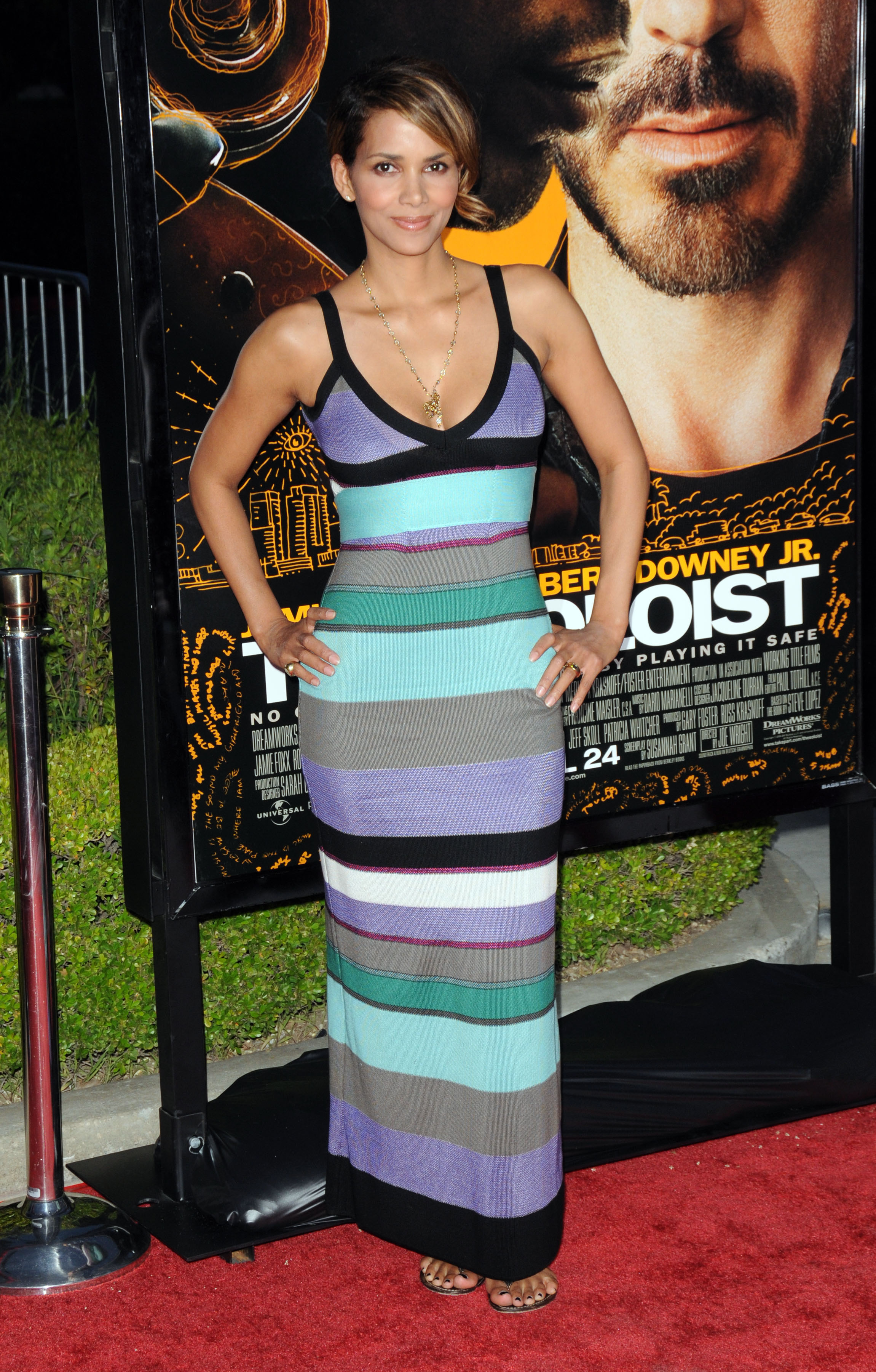 65638_Halle_Berry_The_Soloist_premiere_in_Los_Angeles_62_122_521lo.jpg