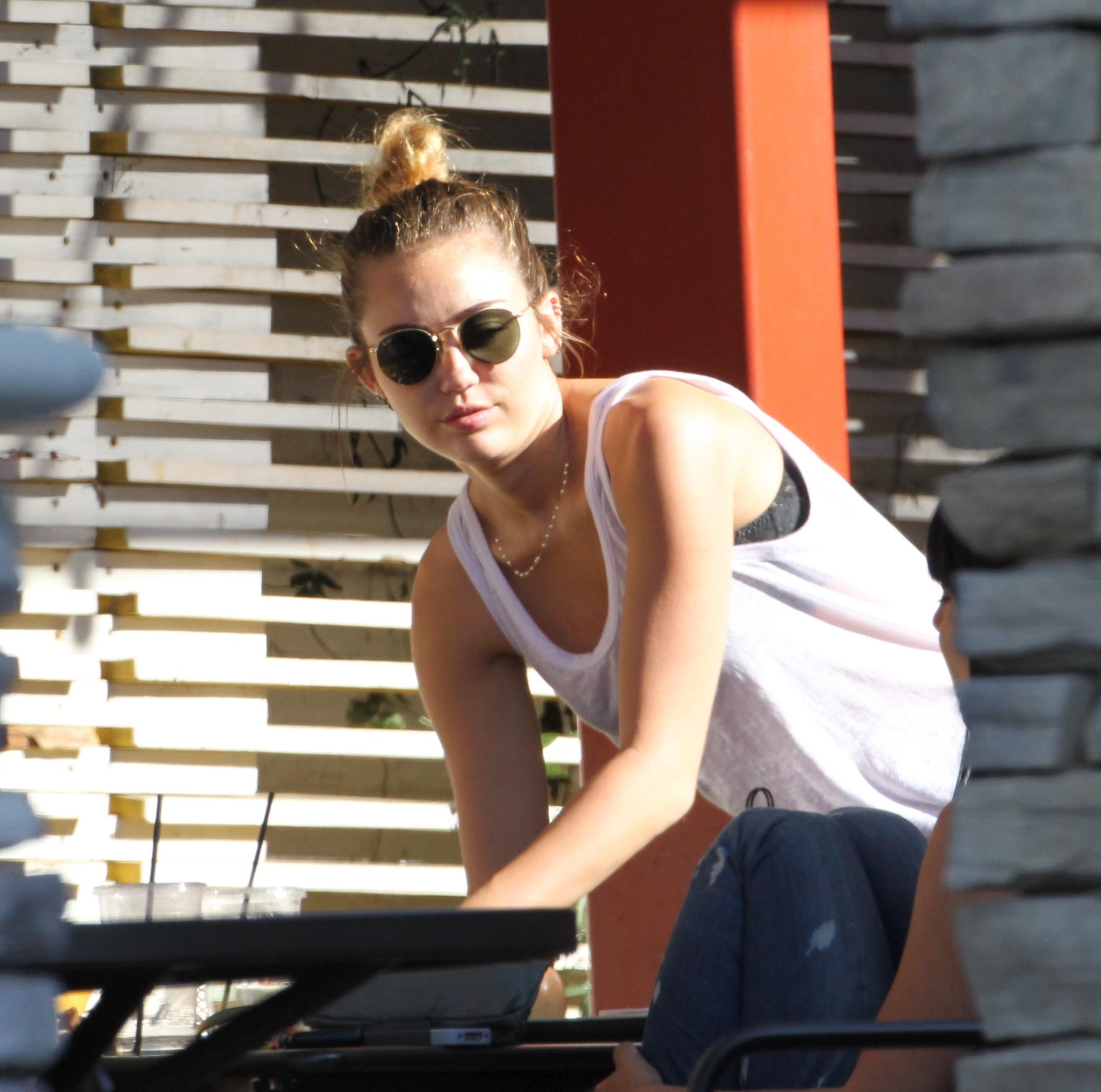 29361_Miley11_123_450lo.jpg