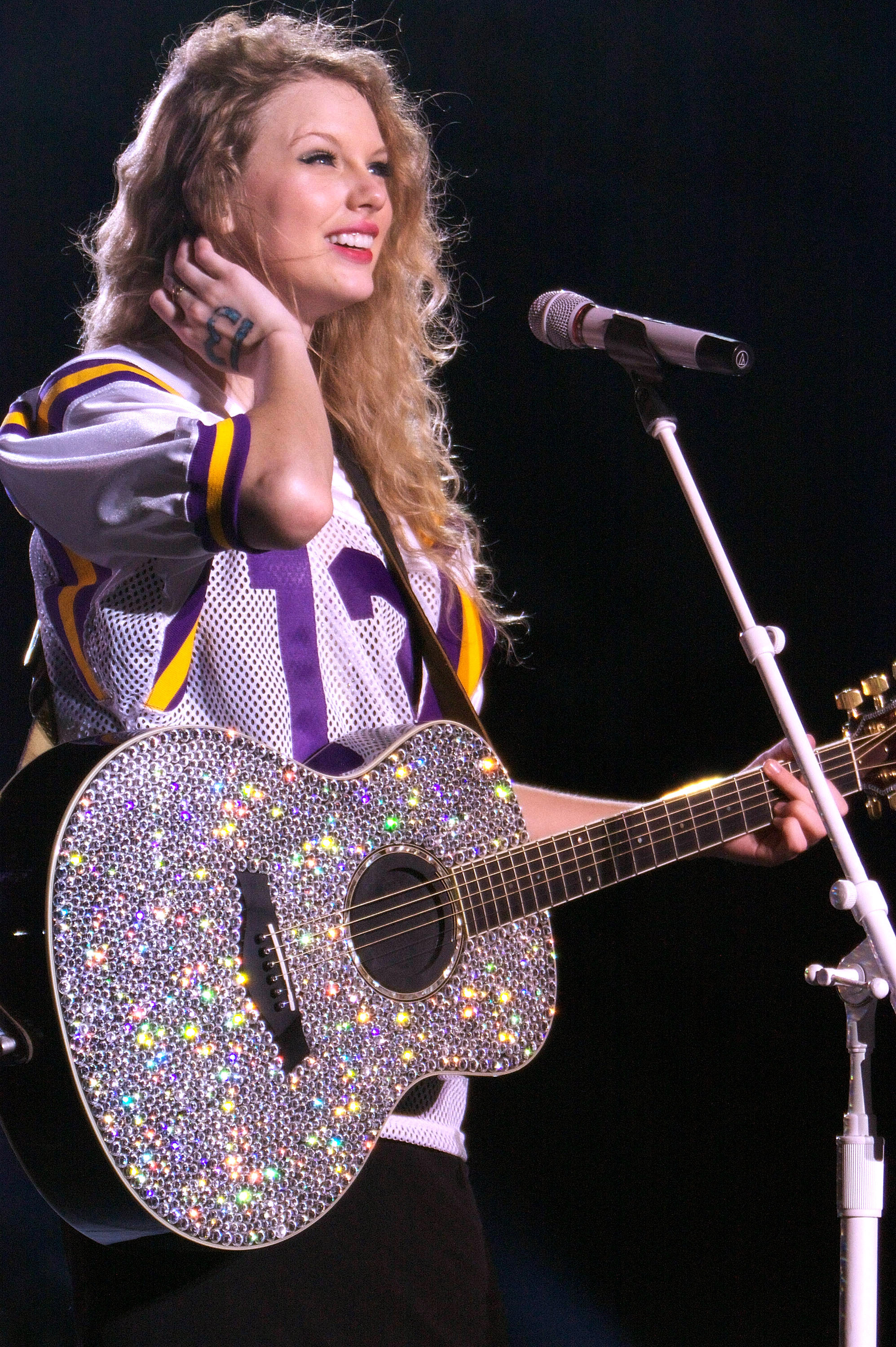 32535_Taylor_swift_performs_her_Fearless_Tour_at_Tiger_Stadium_008_122_185lo.jpg