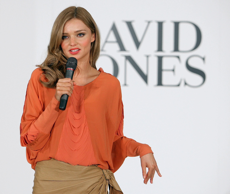 67370_Miranda_Kerr_In_Store_Fashion_Workshop-14_122_22lo.jpg
