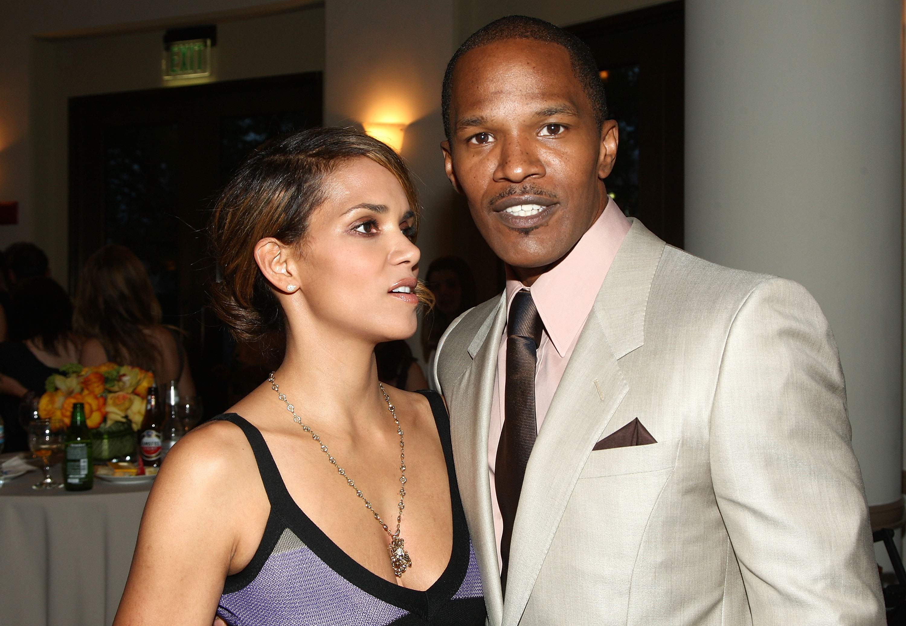63851_Halle_Berry_The_Soloist_premiere_in_Los_Angeles_03_122_347lo.jpg