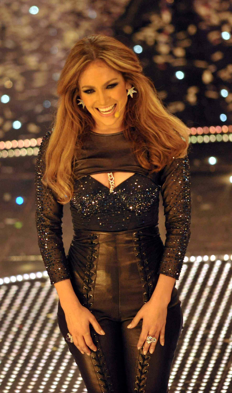 04469_Jennifer_Lopez_at_Festival_di_Sanremo_Italian_song_contest.com-The_Elder-Jennifer_Lopez_2010-02-19_-_at_Festival_di_Sanremo_Italian_song_contest_1630_122_383lo.JPG