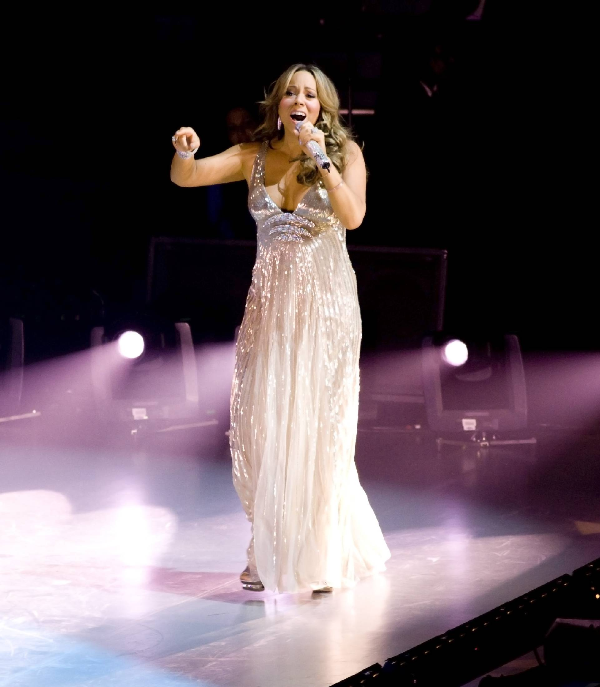 53562_Mariah_Carey_performs_at_Madison_Square_Garden_in_New_York_City-3_122_466lo.jpg
