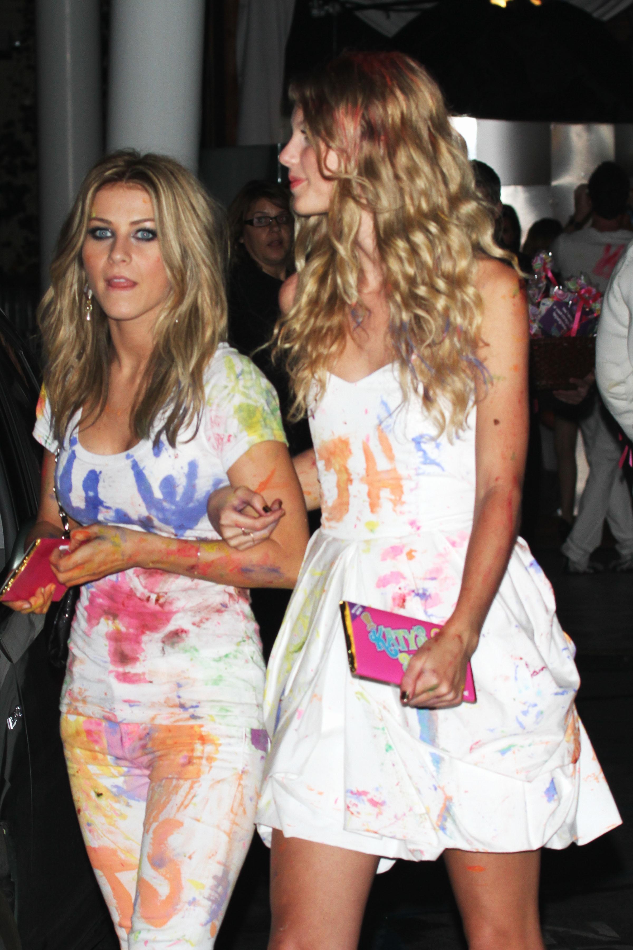 71816_Taylor_Swift_celebrates_Katy_Perrys_birthday_in_West_Hollywood-11_122_577lo.jpg
