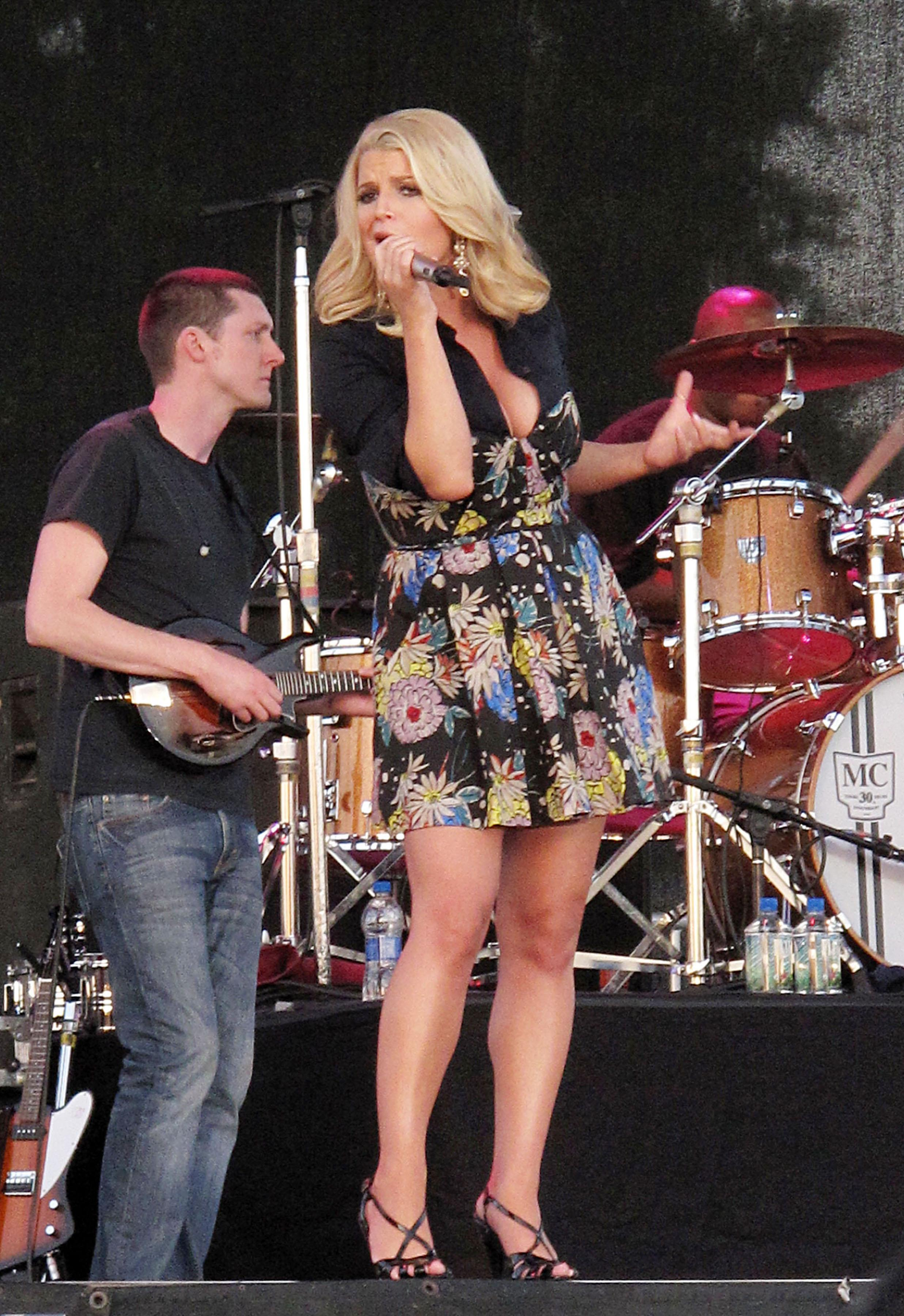 71921_Jessica_Simpson_performs_live_at_the_Dixon_May_Fair_and_Carnival_128_122_206lo.jpg