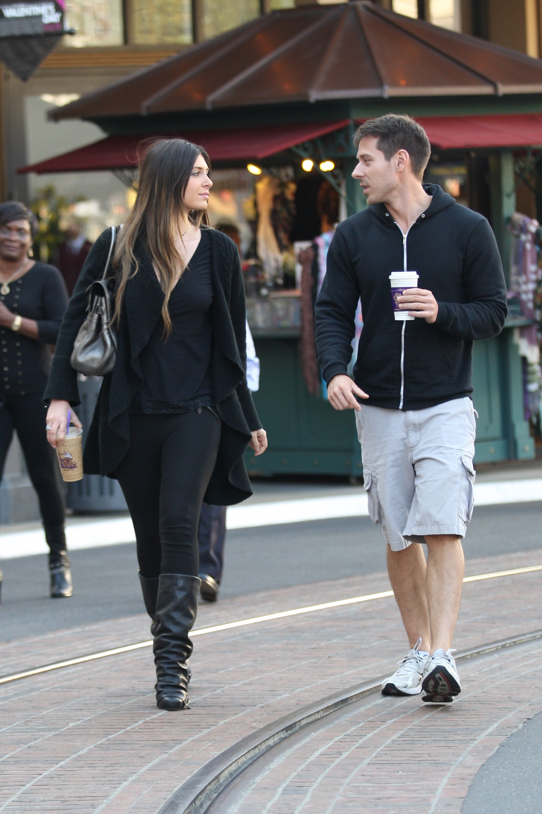 24905_celebrity-paradise.com-The_Elder-Brittny_Gastineau_2010-01-31_-_out_shopping_in_Hollywood_875_122_449lo.jpg